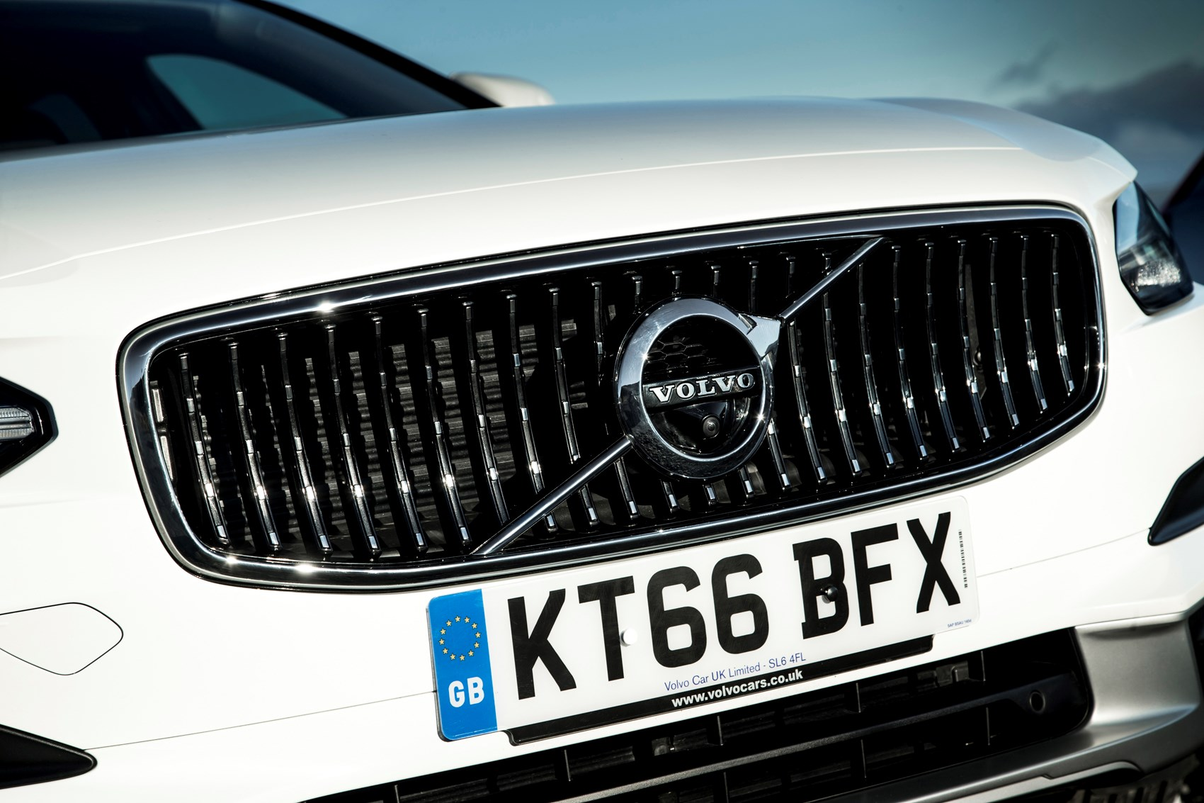Volvo v60 cross country review 2015 parkers -  Volvo 2017 V90 Cross Country Exterior Detail