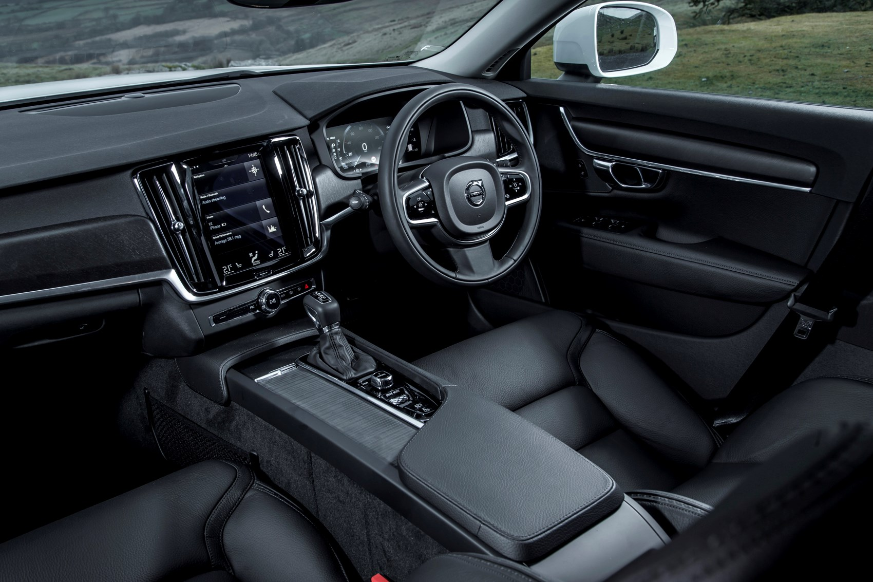 volvo v90 cross country 2017 features equipment and accessories parkers. Black Bedroom Furniture Sets. Home Design Ideas