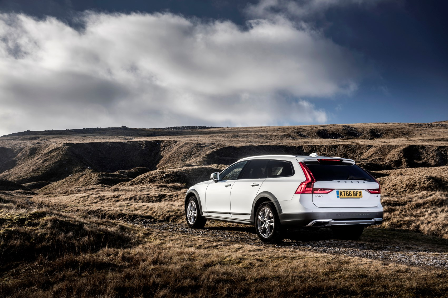 Volvo V90 Cross Country Review 2017 Parkers The 2018 Is New Static Exterior