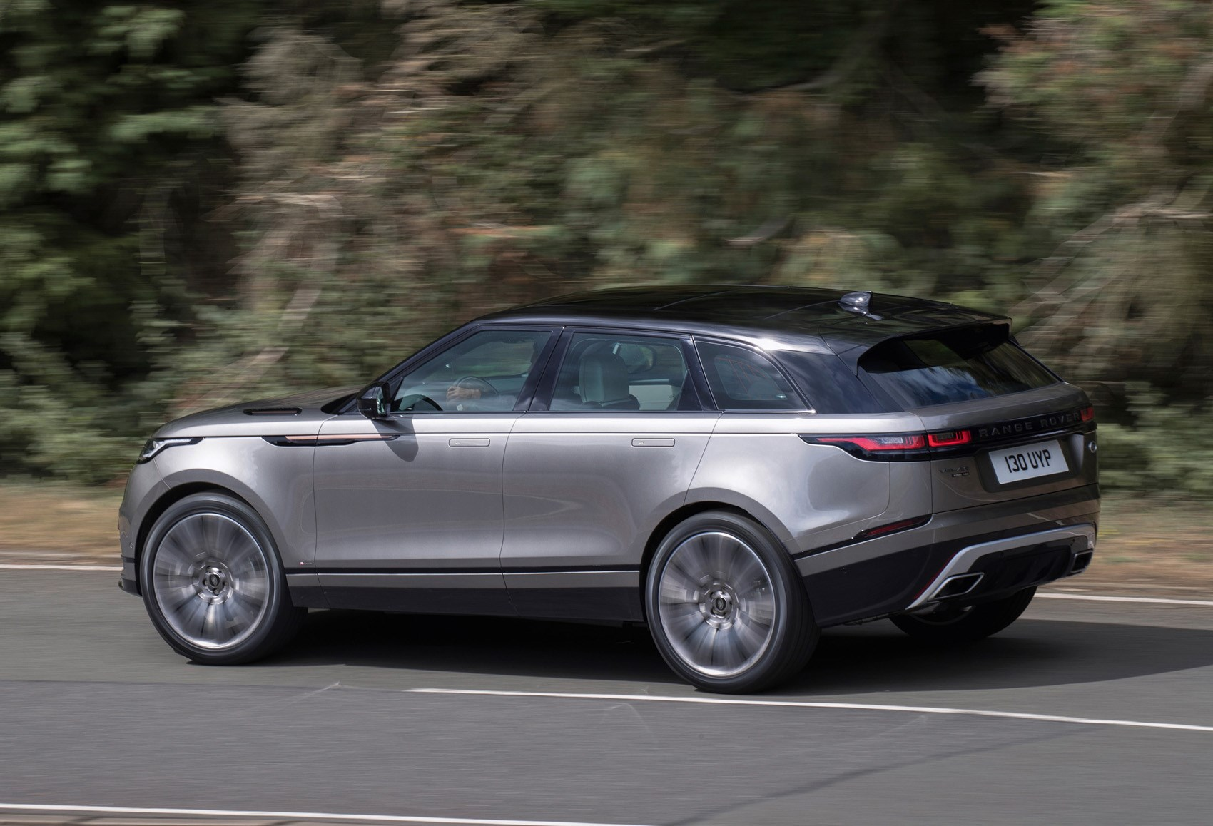 Land rover range rover velar suv 2017 running costs for Interieur range rover
