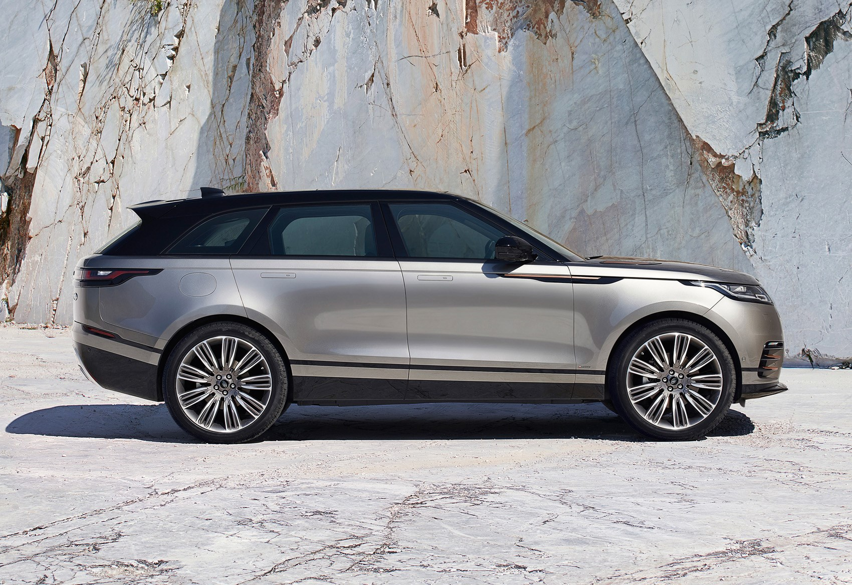 range rover velar full review parkers. Black Bedroom Furniture Sets. Home Design Ideas
