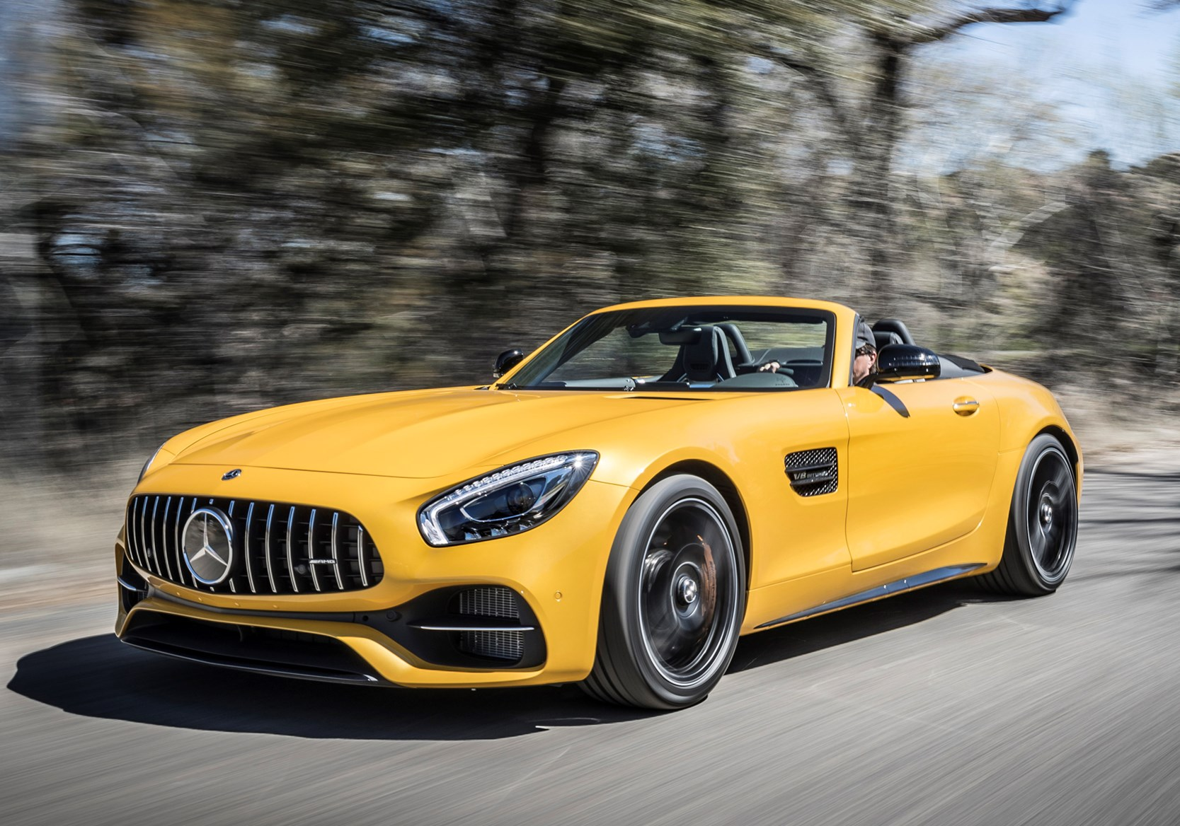 Mercedes benz amg gt roadster review 2017 parkers for Mercedes benz e amg