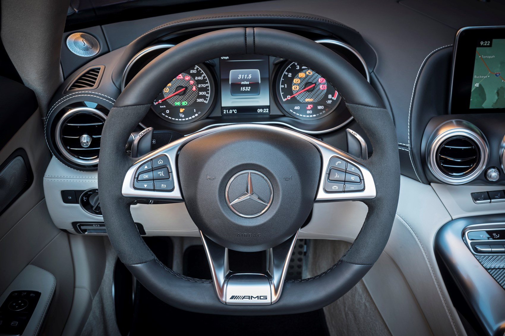 ... Mercedes Benz AMG GT Roadster 2017 Interior Detail ...