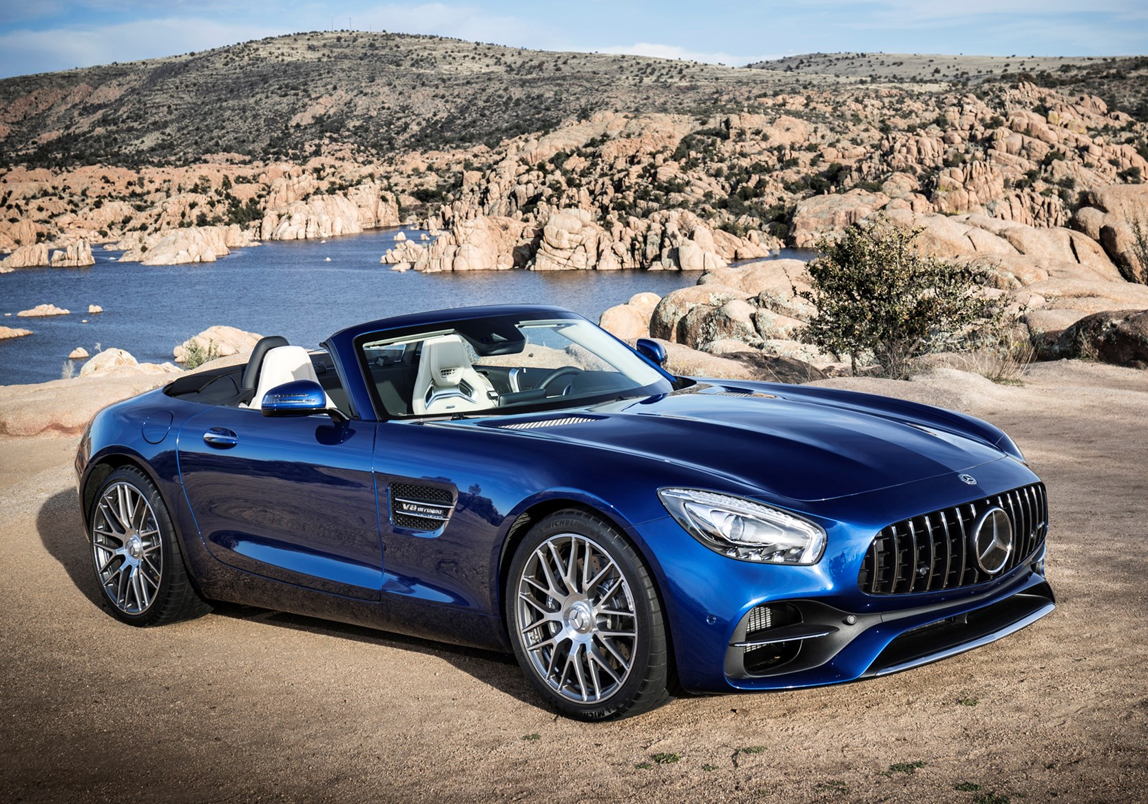 Mercedes benz amg gt roadster review 2017 parkers for How much is a mercedes benz 2017