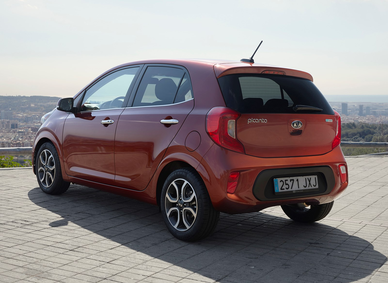 kia picanto hatchback 2017 features equipment and accessories parkers. Black Bedroom Furniture Sets. Home Design Ideas