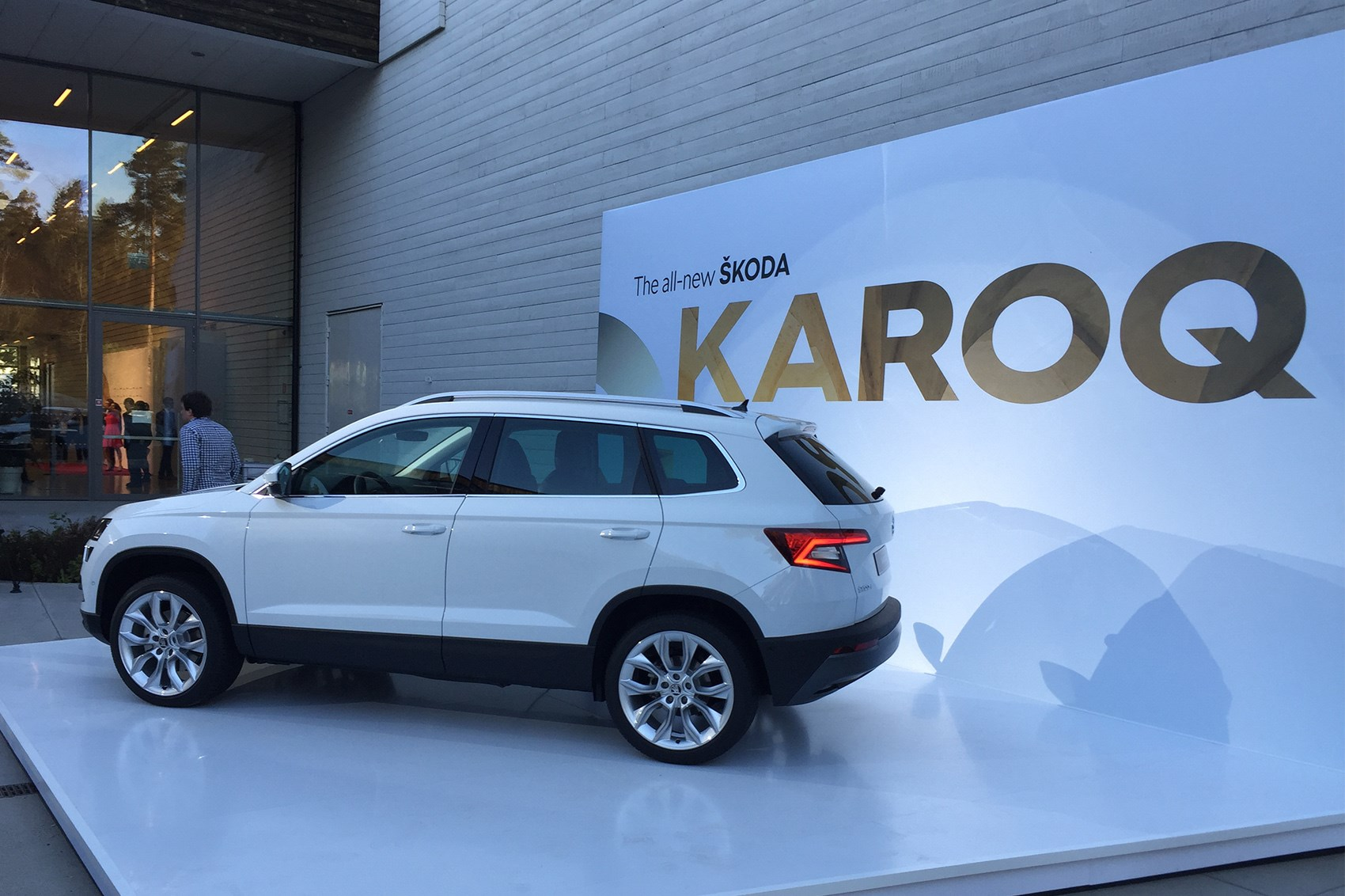 skoda karoq suv review summary parkers. Black Bedroom Furniture Sets. Home Design Ideas