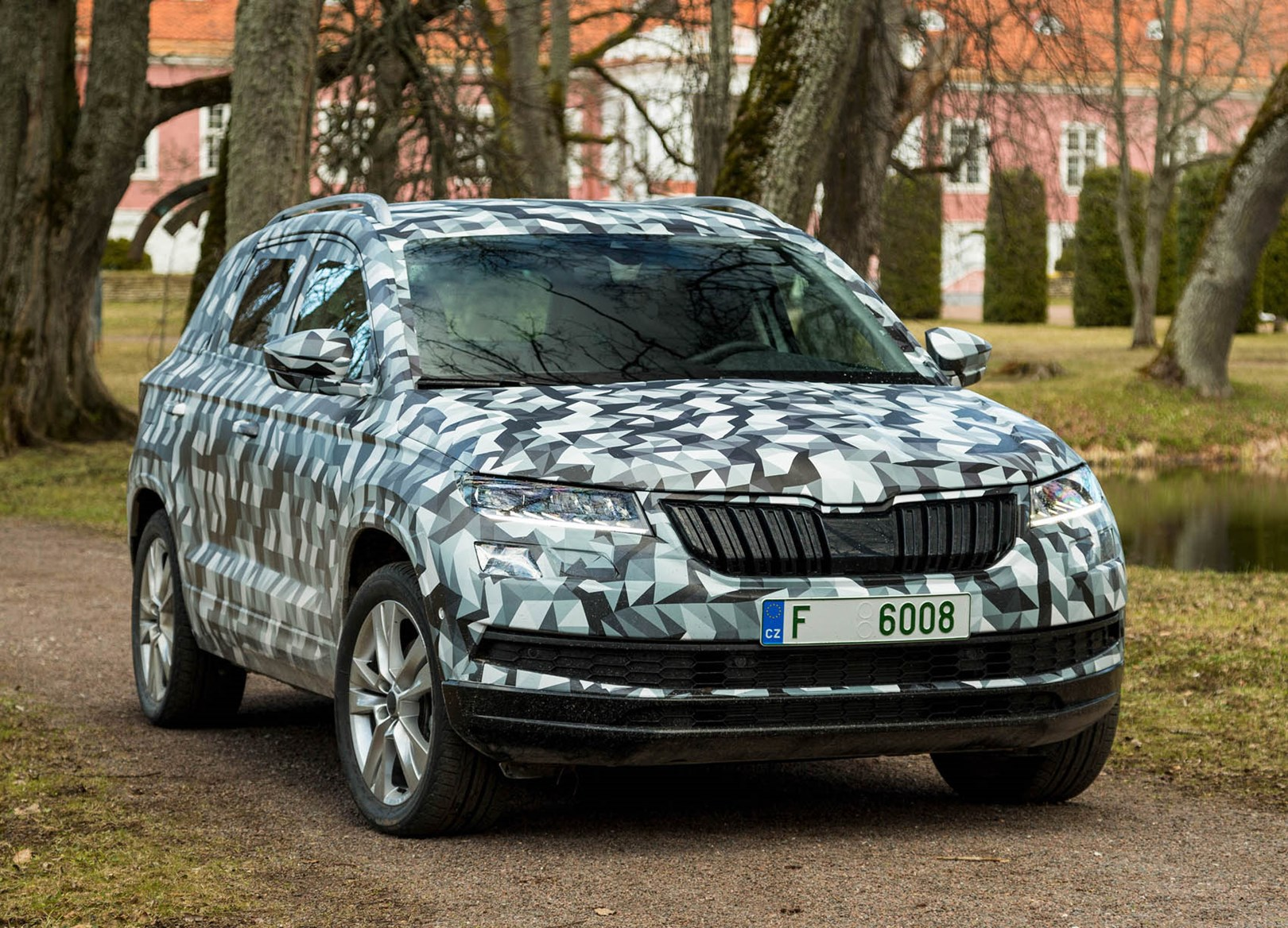 skoda karoq suv review parkers. Black Bedroom Furniture Sets. Home Design Ideas