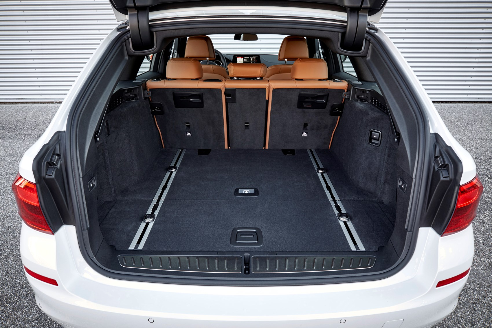 Bmw 5 Series Touring 2019 Practicality Boot Space Parkers