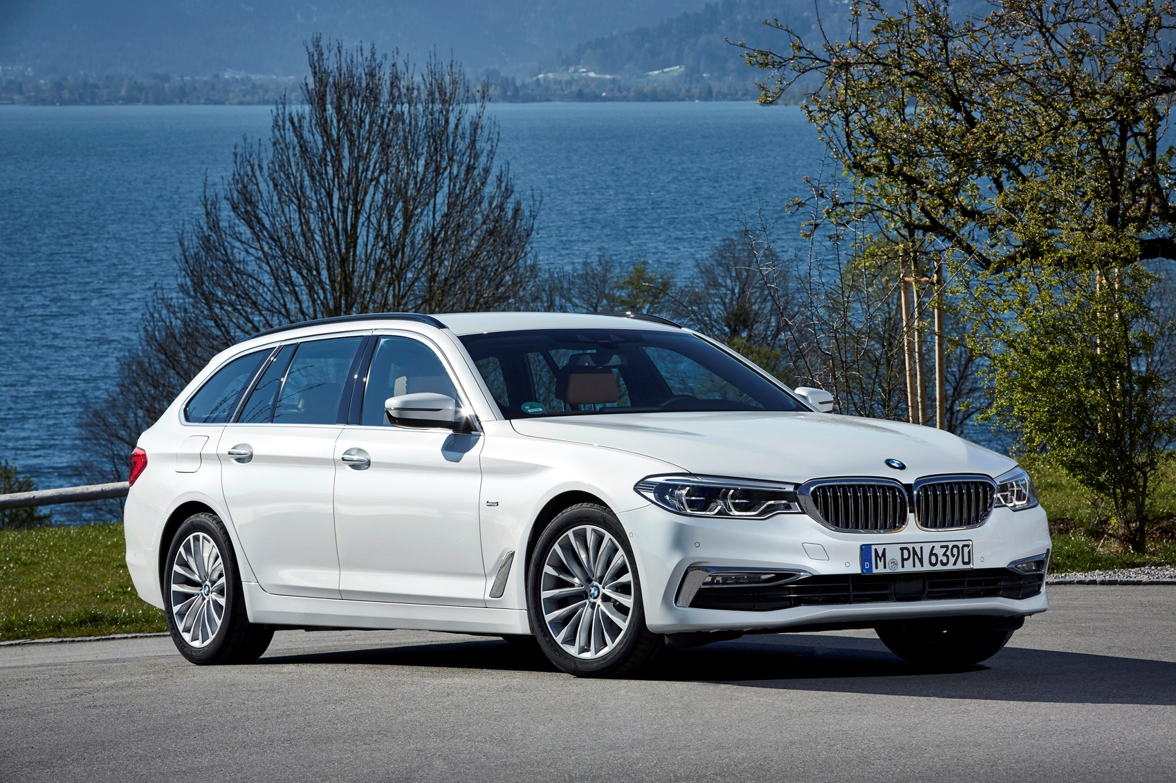 bmw 5 series touring review parkers. Black Bedroom Furniture Sets. Home Design Ideas