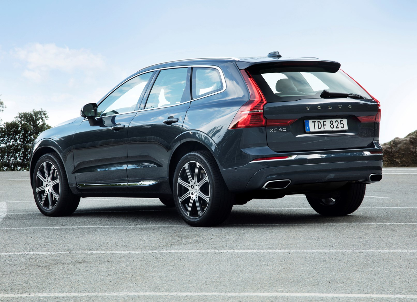 volvo xc60 suv features parkers. Black Bedroom Furniture Sets. Home Design Ideas