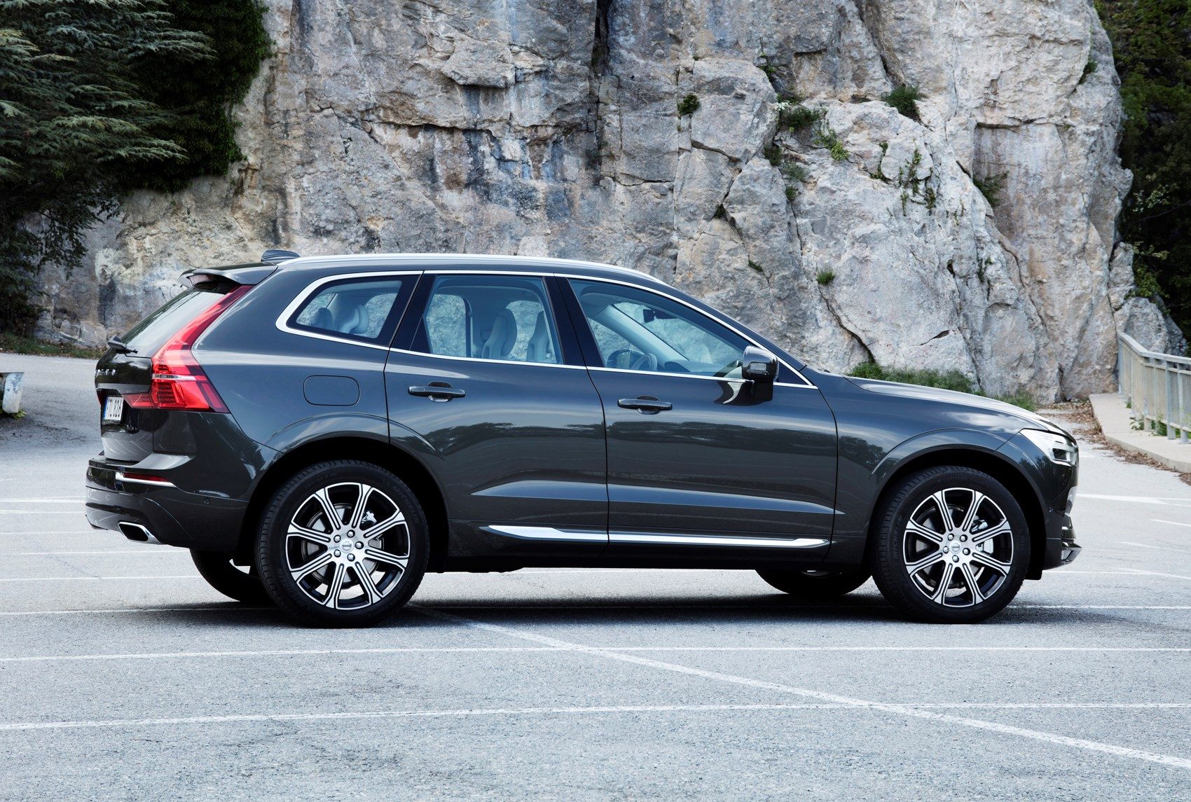 volvo xc60 suv 2017 rivals parkers. Black Bedroom Furniture Sets. Home Design Ideas