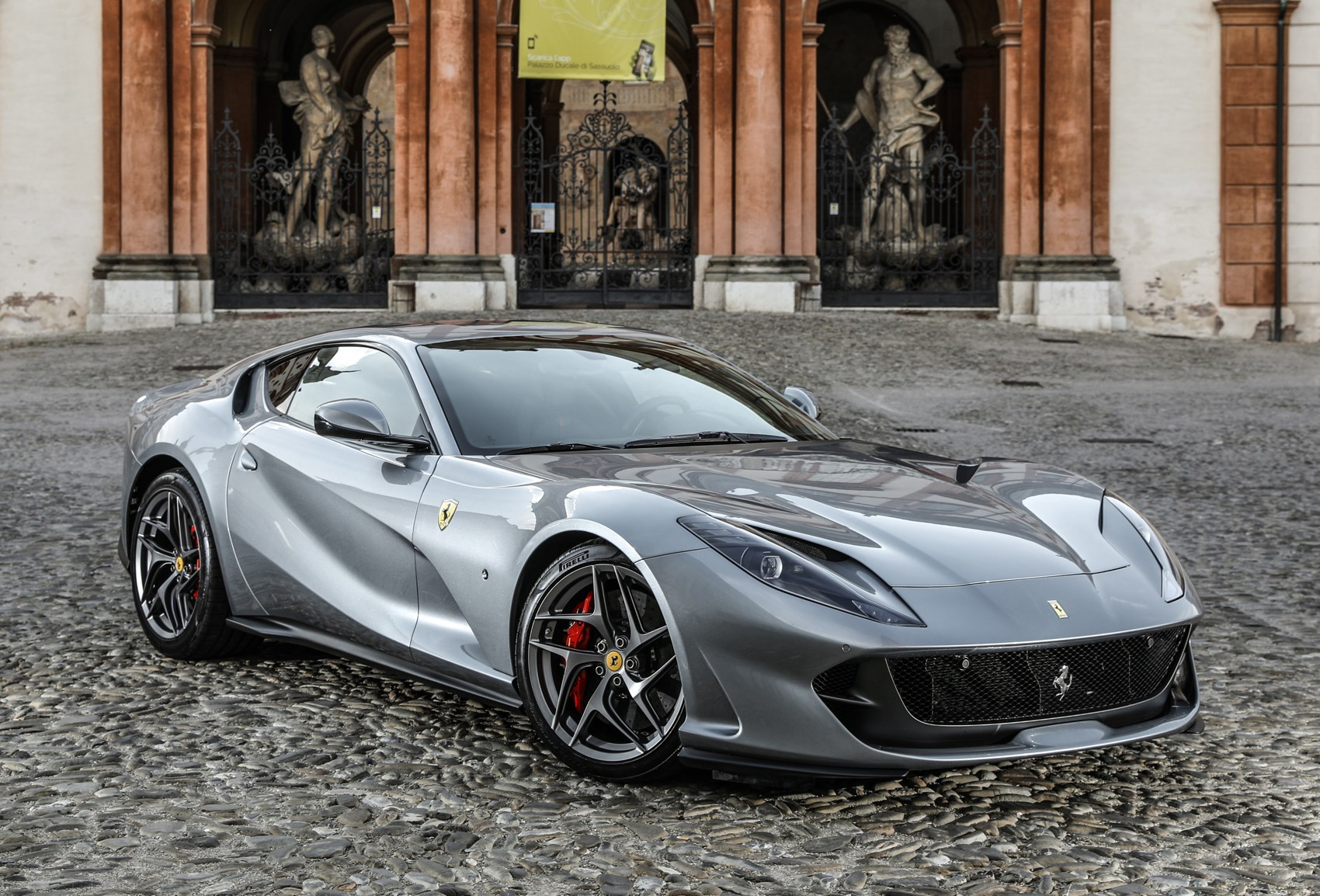 ferrari 812 superfast coupe 2017 buying and selling parkers. Black Bedroom Furniture Sets. Home Design Ideas