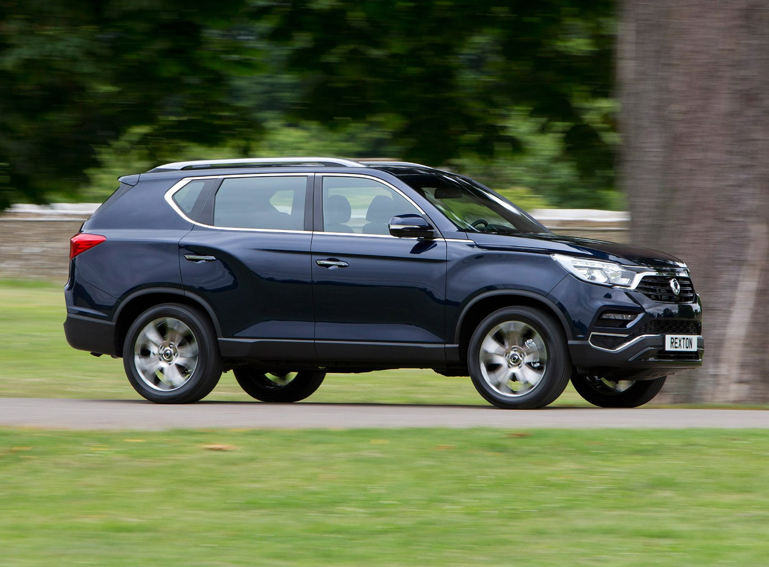Ssangyong Rexton Suv 2018 Features Equipment And Accessories