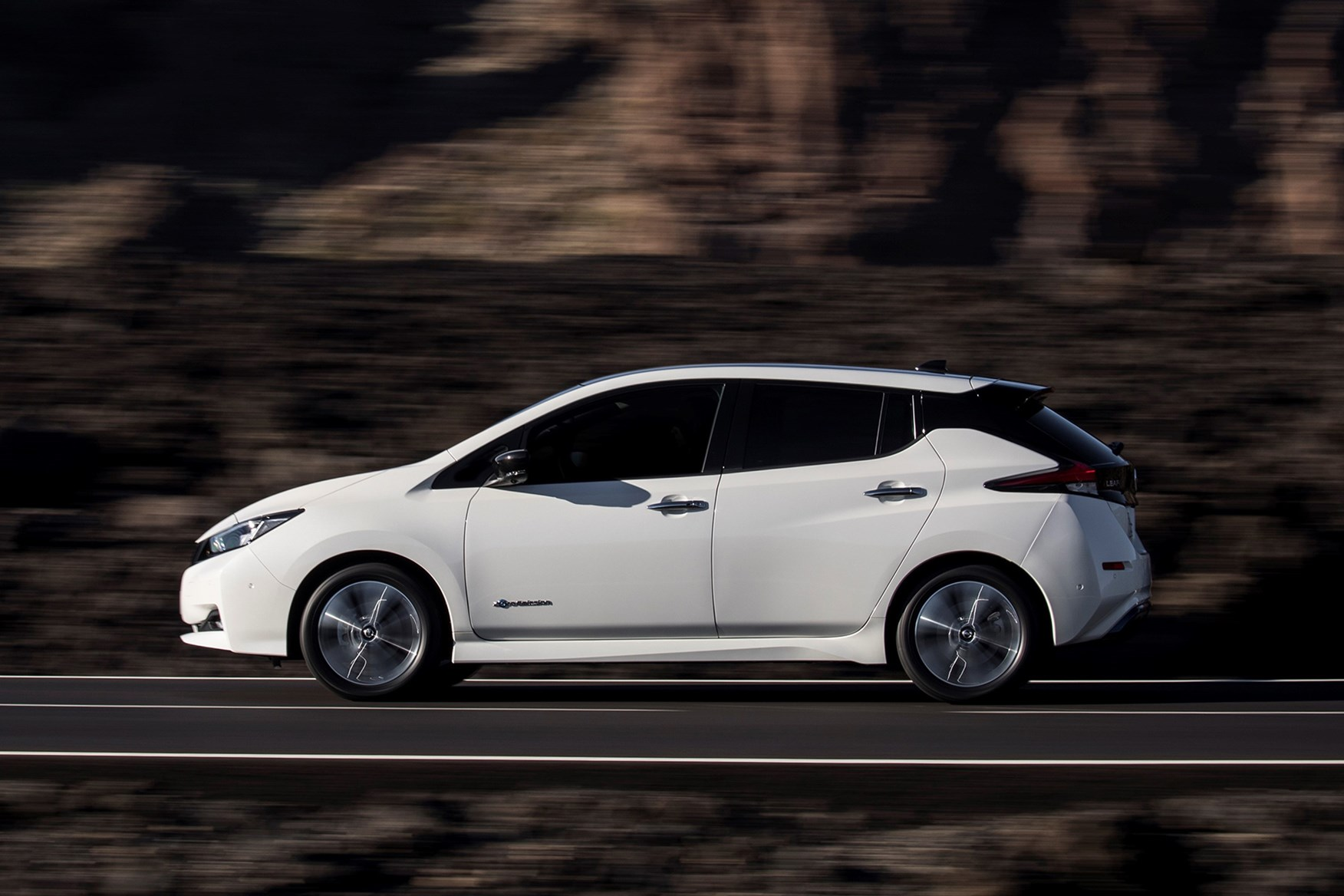 Nissan Leaf Hatchback 2018 Features Equipment And Accessories