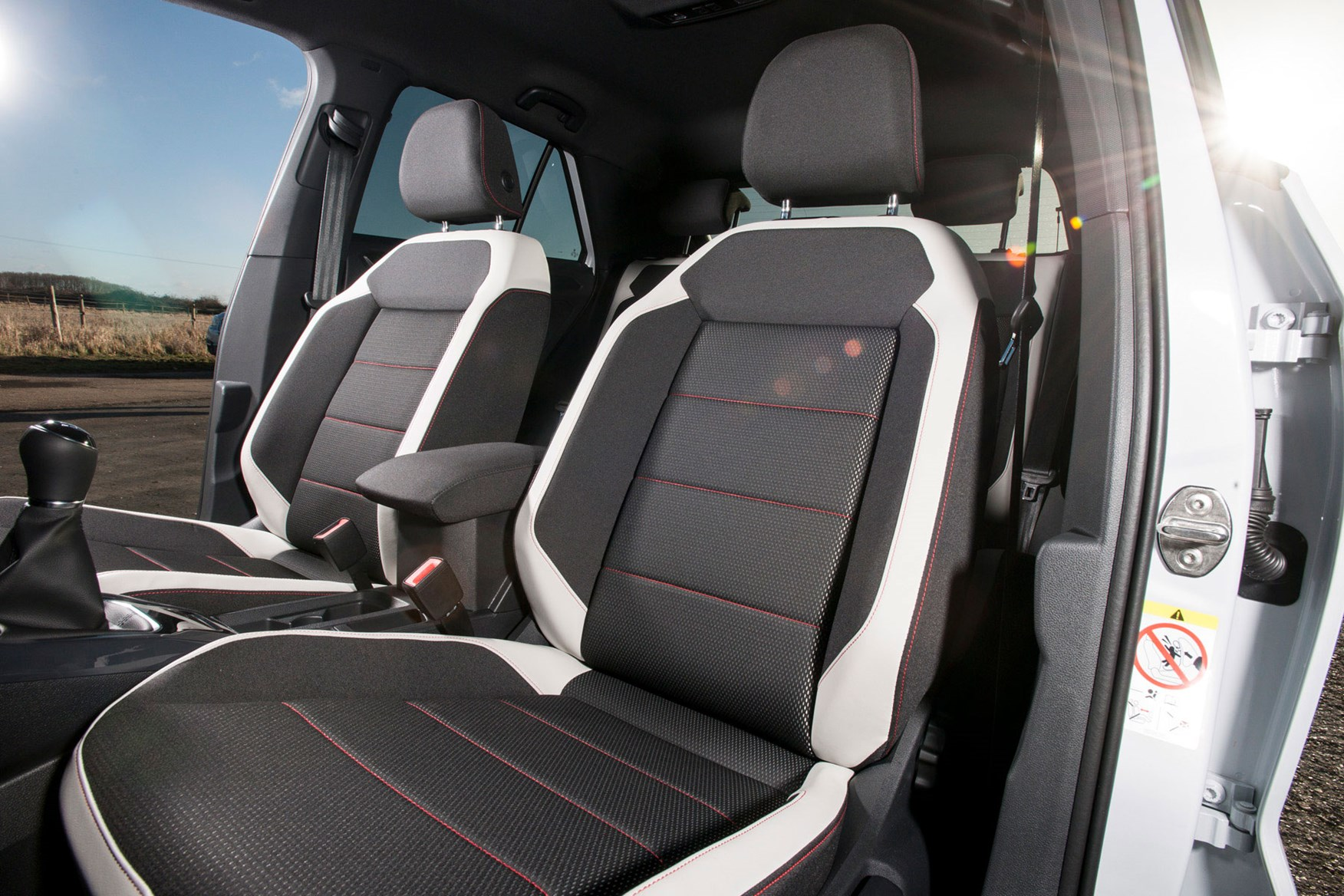 Used Vw Vans For Sale >> VW T-Roc vs Audi Q2 vs MINI Countryman   Parkers