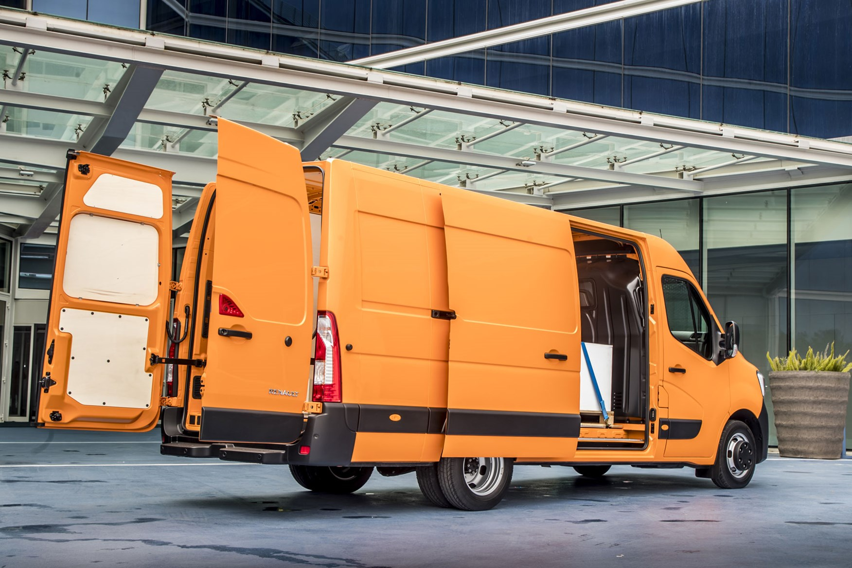 Renault Master Van Dimensions 2010 On Capacity Payload Volume Towing Parkers