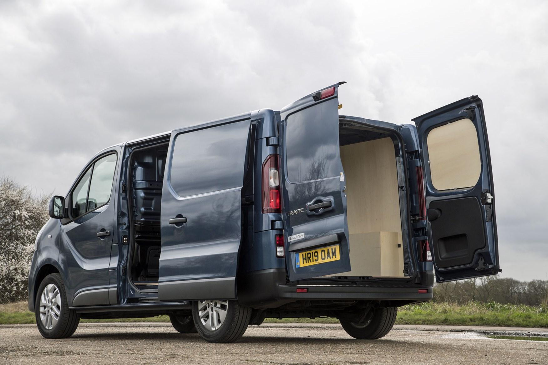 Attractive Design Heavy Duty Durable Waterproof S- tech automotive TRAFIC 9 Seater Minibus Black Van Seat Covers 2+1