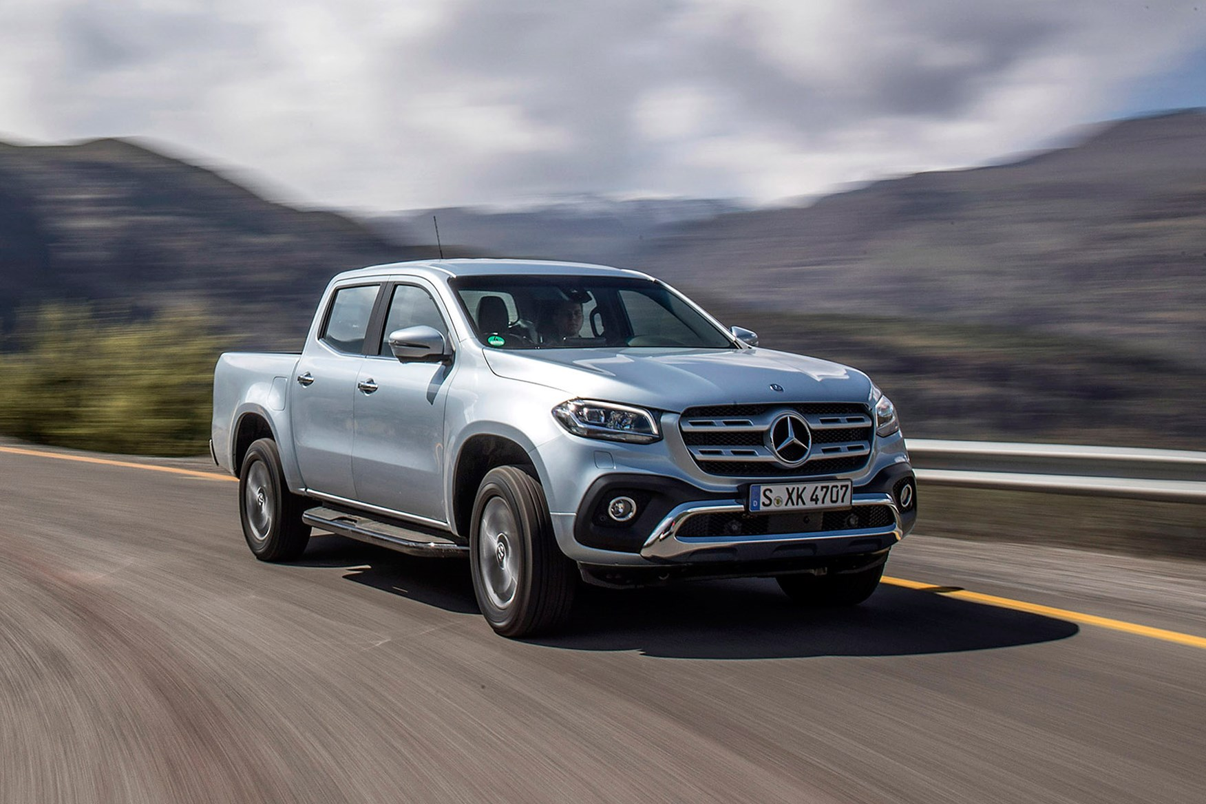 mercedes benz x class pickup review 2017 on parkers. Black Bedroom Furniture Sets. Home Design Ideas