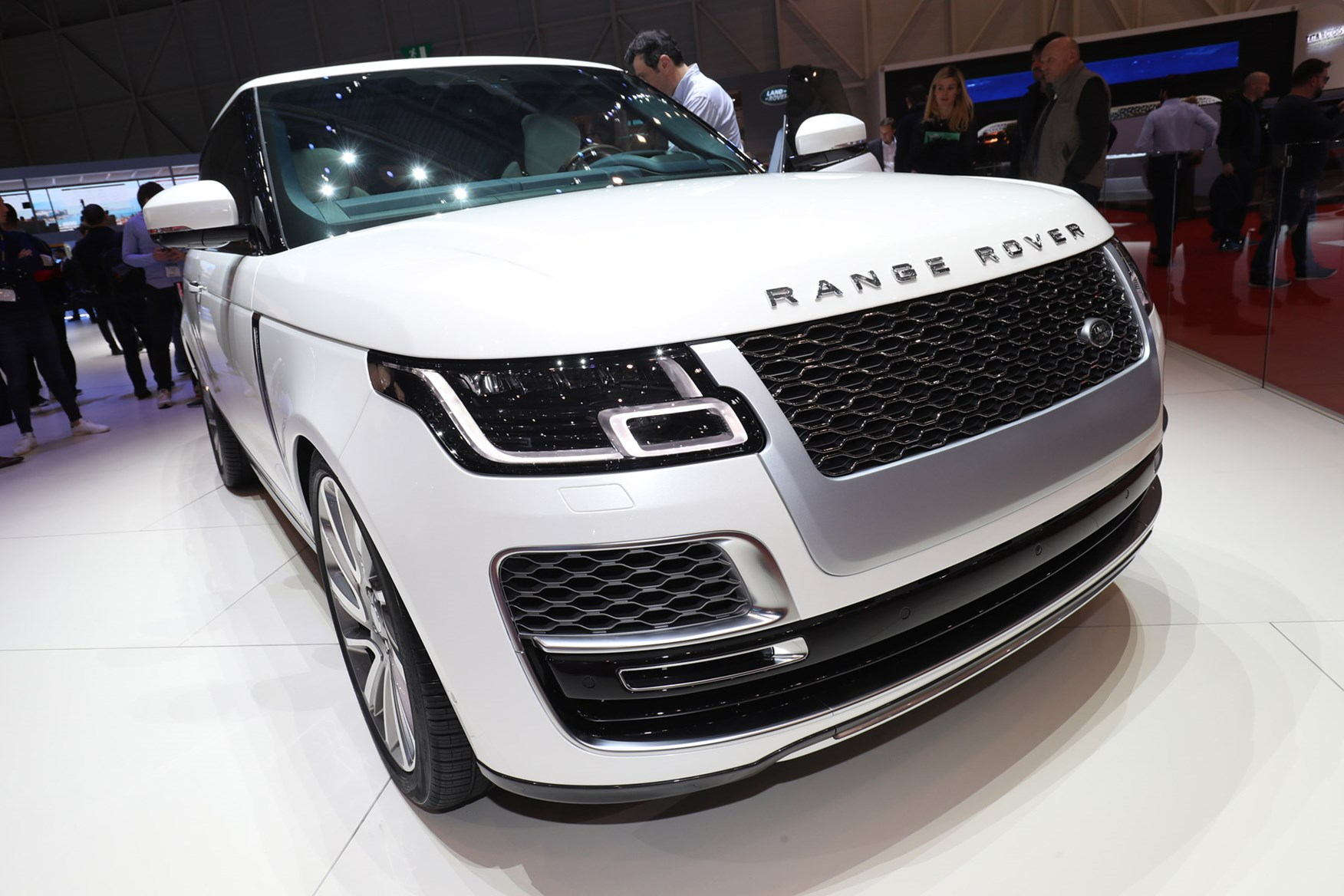 Used Range Rovers >> Land Rover Range Rover SV Coupe Review (2019) | Parkers