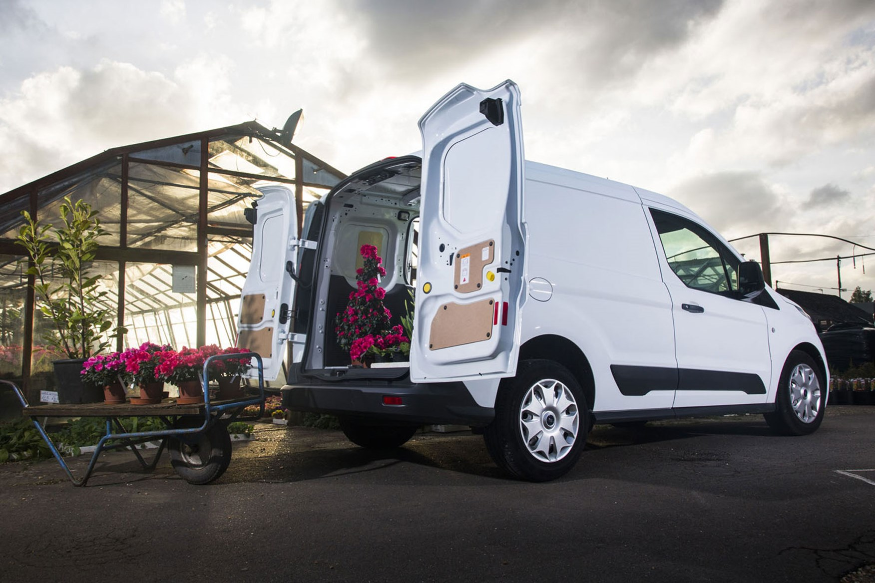 Ford Transit Vans >> Ford Transit Connect van dimensions (2013-on), capacity ...