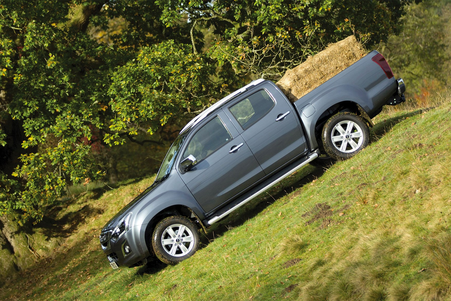 Isuzu D-Max pickup dimensions (2012-on), capacity, payload, volume