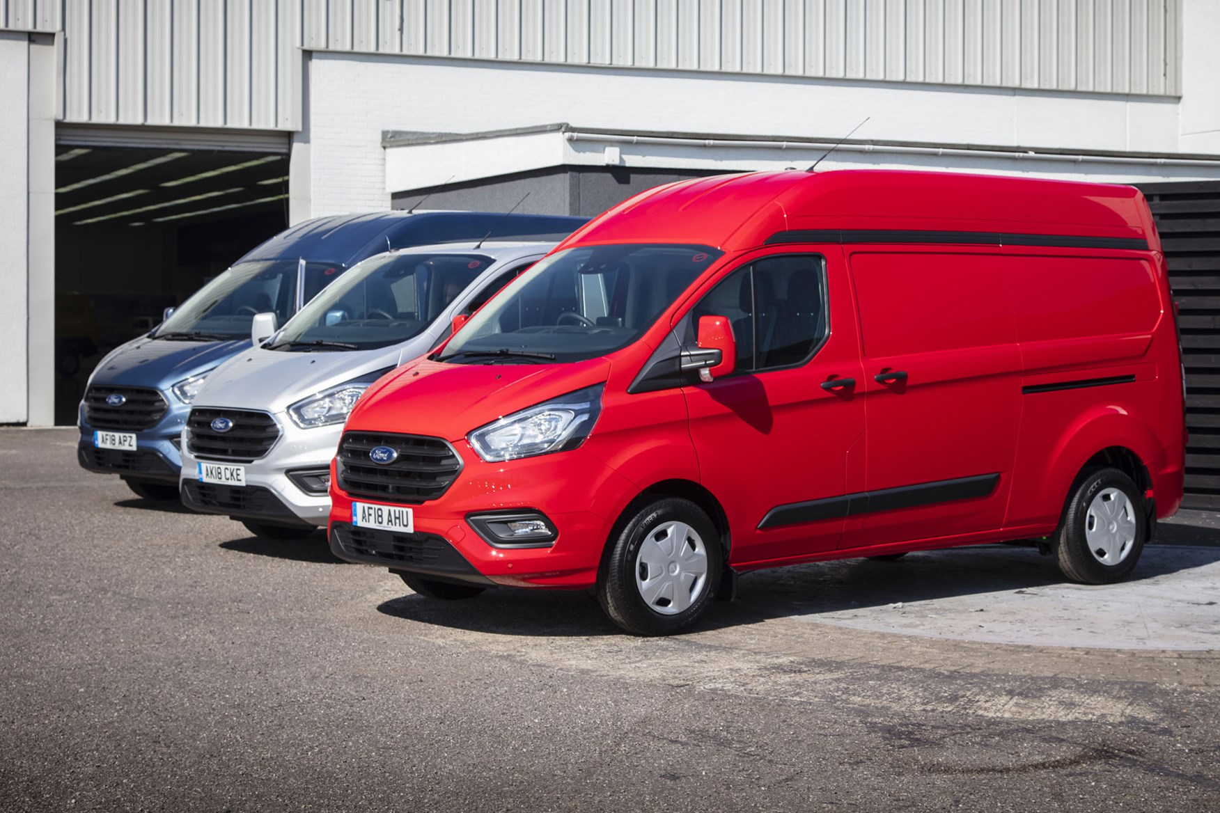 Ford Transit Custom van dimensions, capacity, payload, volume