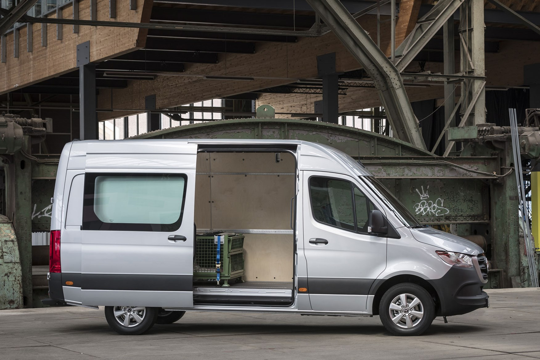 mercedes benz sprinter van dimensions 2018 on capacity payload volume towing parkers. Black Bedroom Furniture Sets. Home Design Ideas