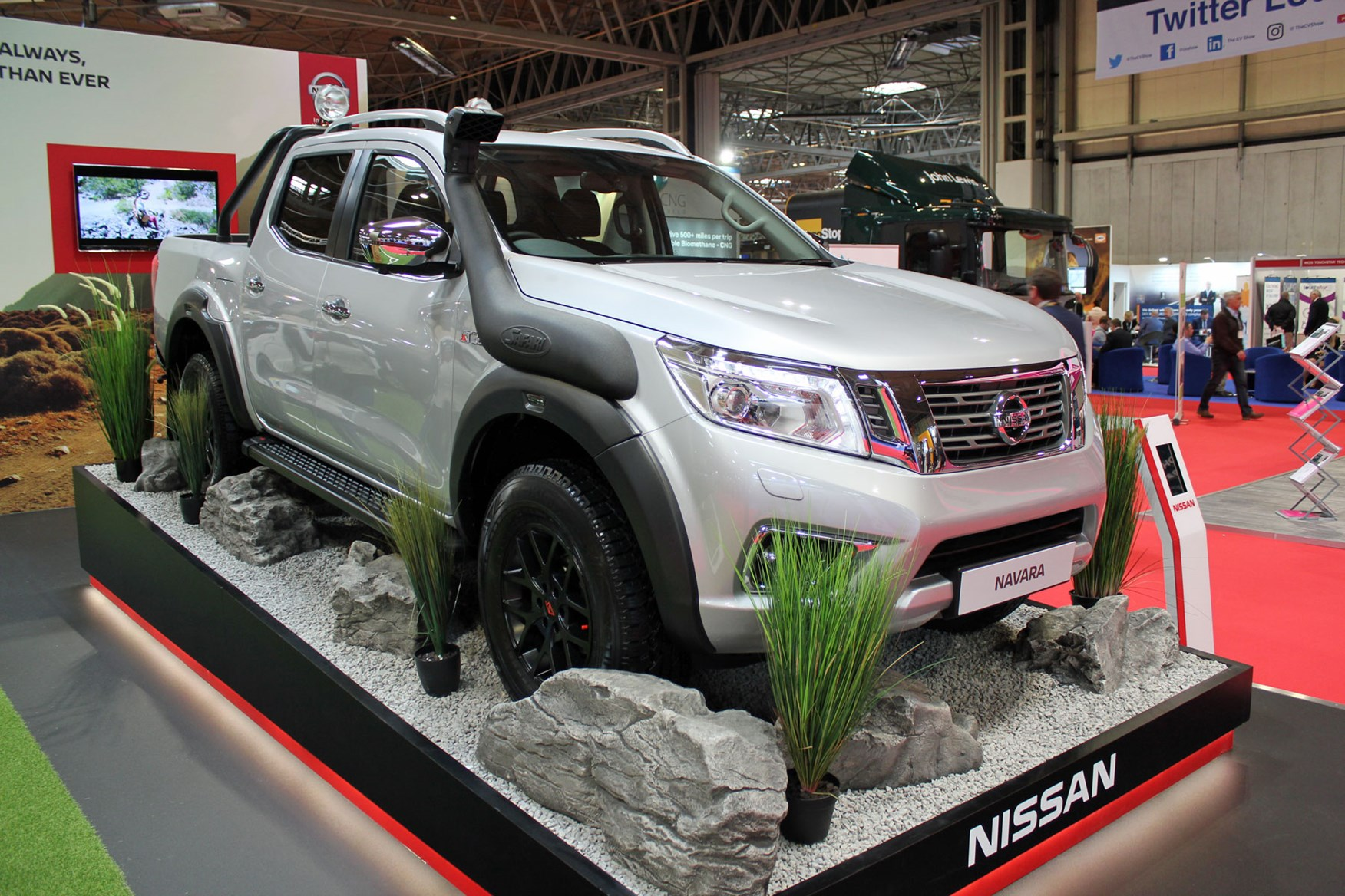 new nissan navara off roader at32 pickup world debut at cv. Black Bedroom Furniture Sets. Home Design Ideas
