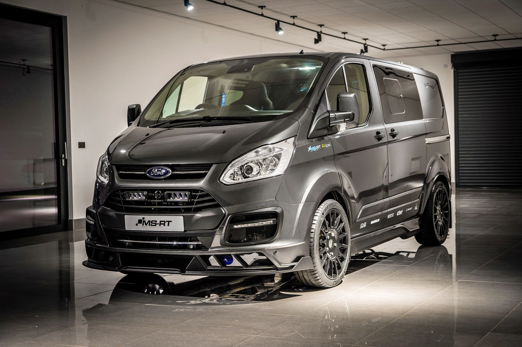 ford transit custom ms rt r spec review a 208hp van with. Black Bedroom Furniture Sets. Home Design Ideas