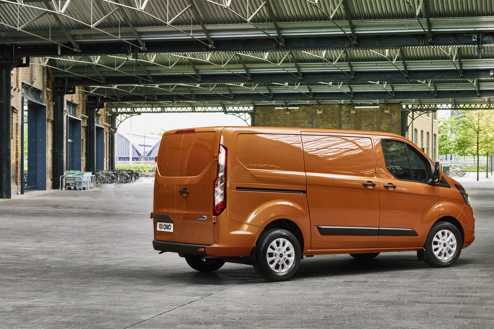 62cc3a0e44 New Ford Transit Custom for 2018 – info and pictures of facelift for ...