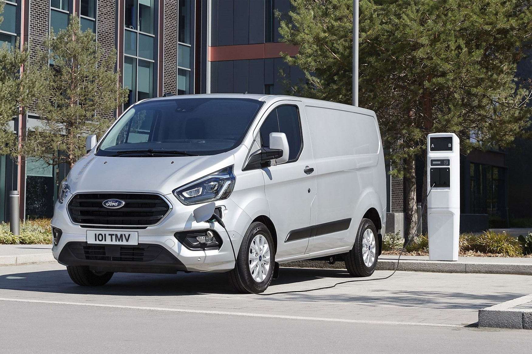 dc5f728b20 ... hybrid Ford Transit Custom PHEV 2019 production version - front view