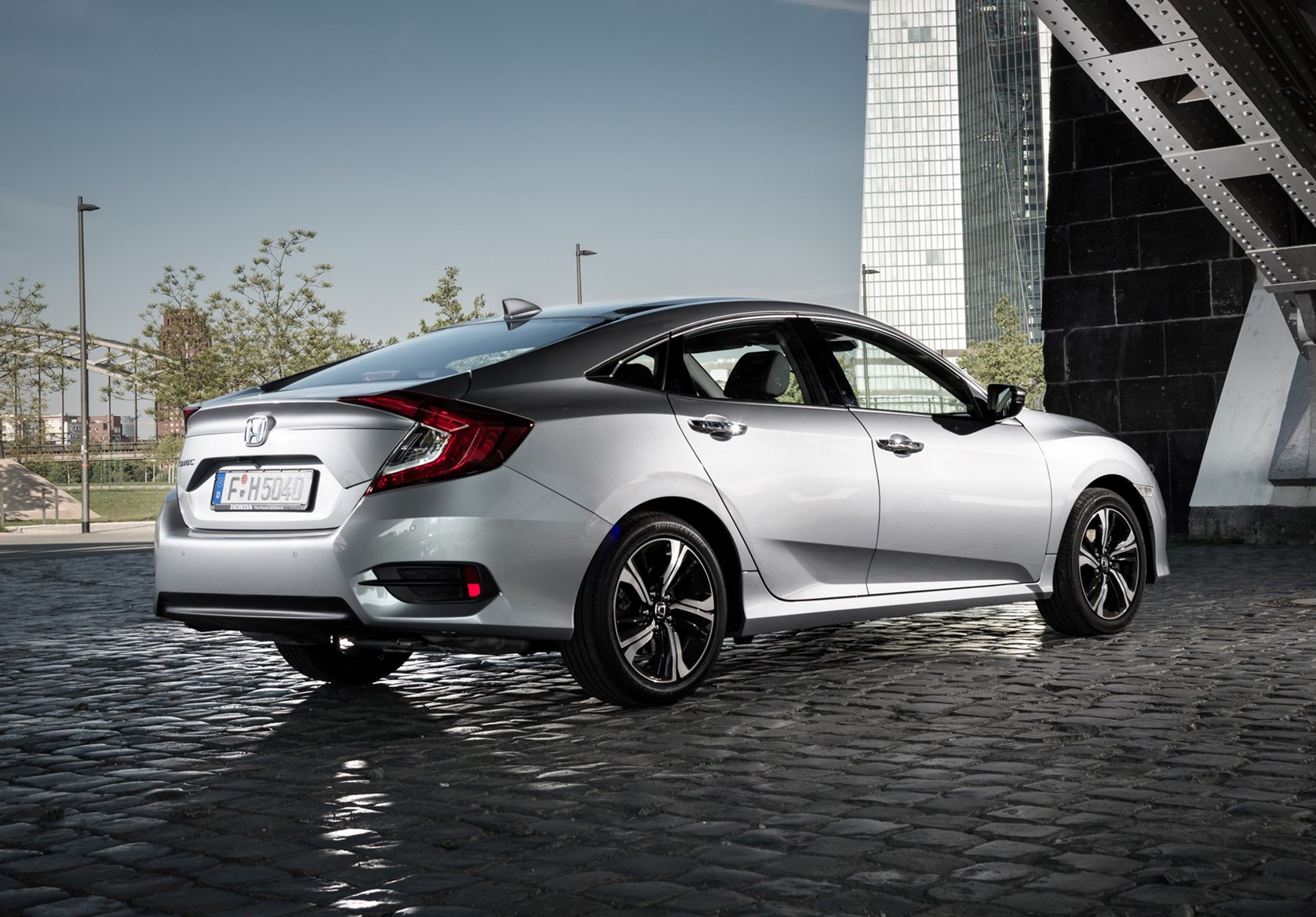 honda civic saloon review  parkers