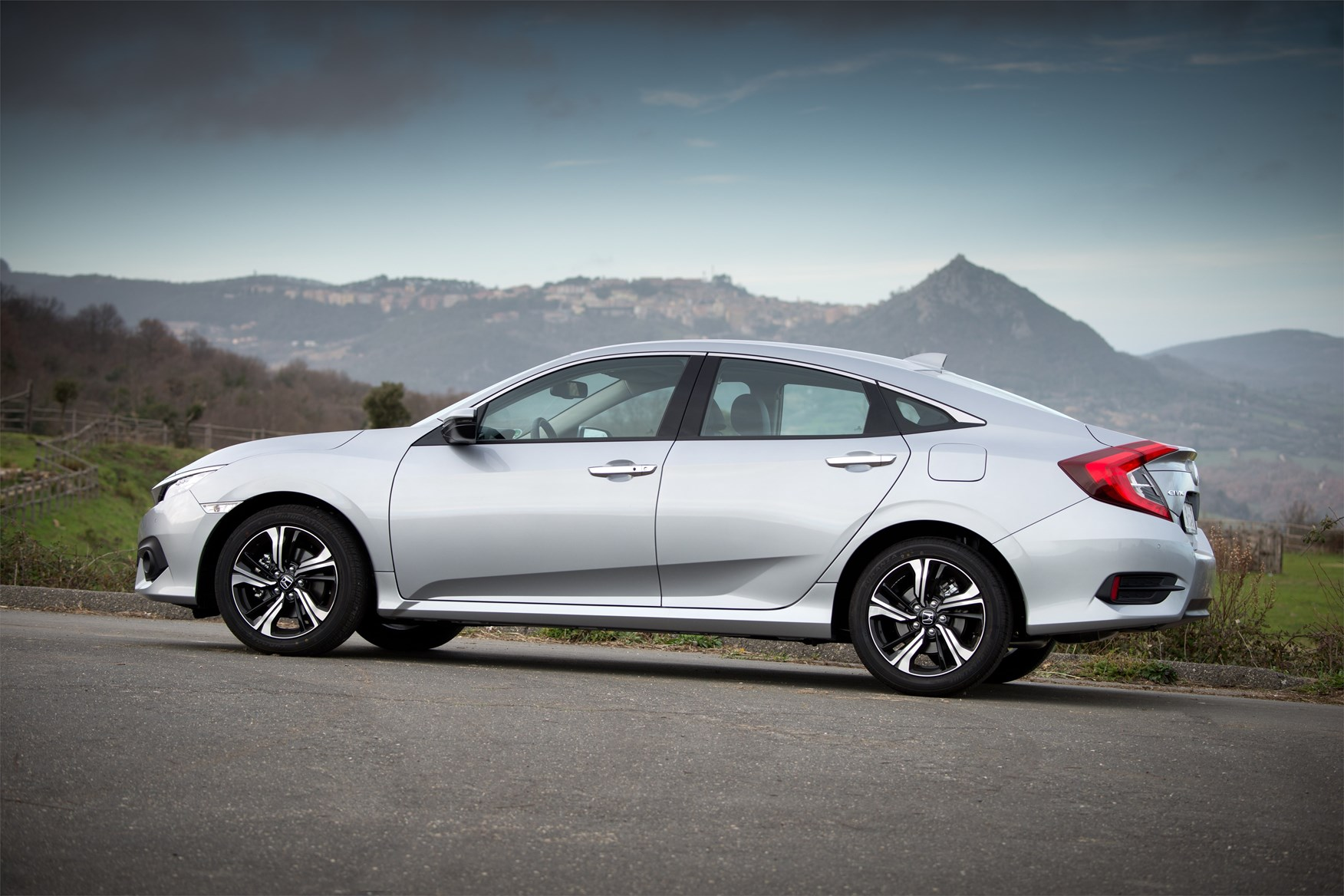 Honda Civic Saloon review: summary | Parkers