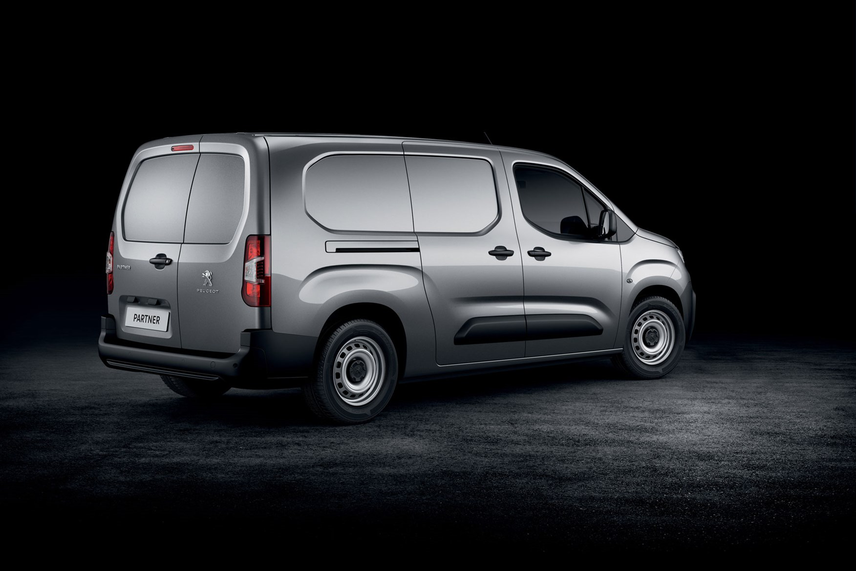 peugeot partner 2018 new small van official pictures info tech details and dimensions parkers. Black Bedroom Furniture Sets. Home Design Ideas