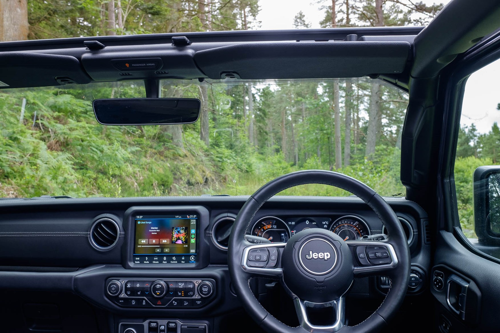 Jeep Wrangler 2021 Interior Layout Dashboard Infotainment Parkers