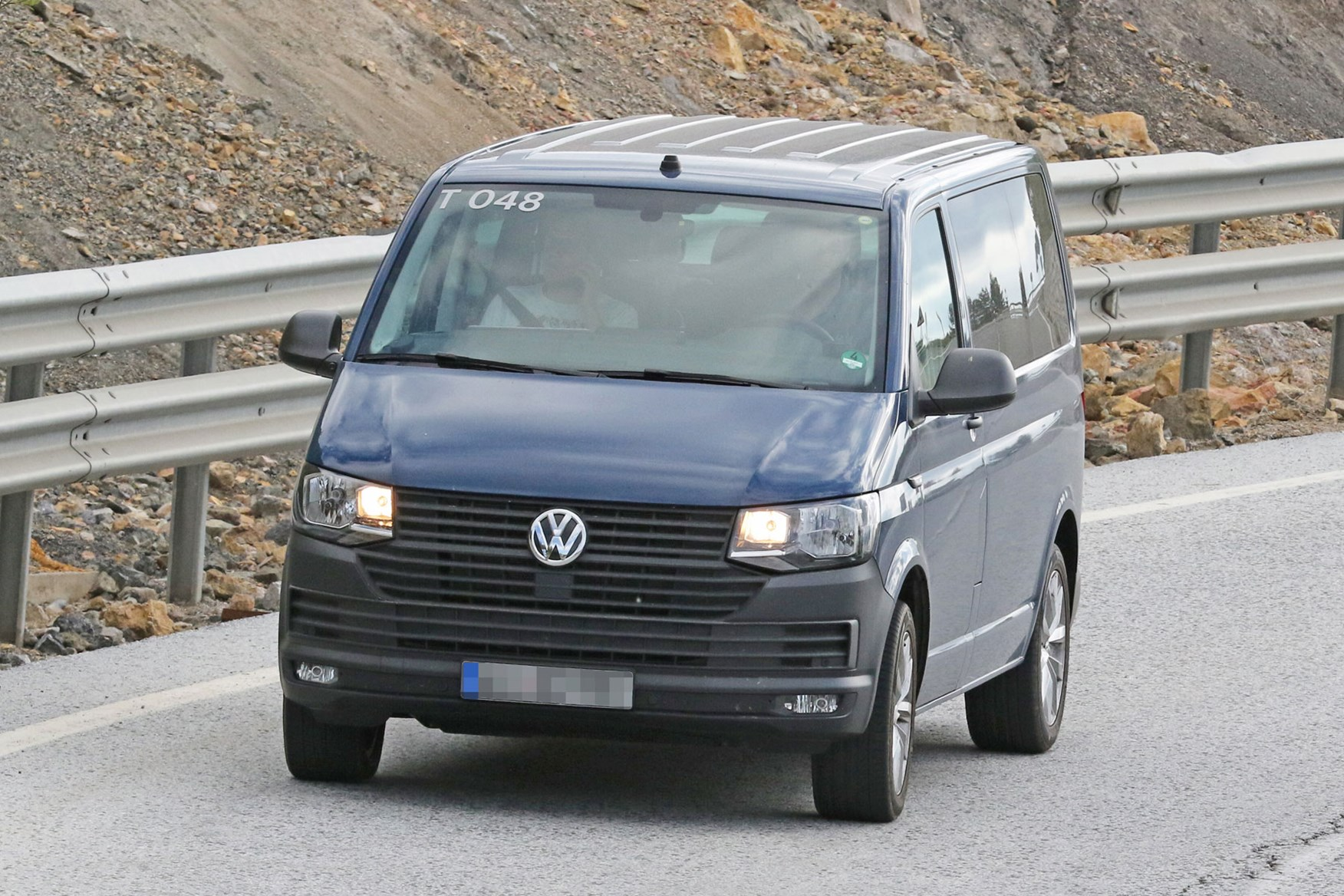 vw transporter  facelift latest spy shots  info  revised van parkers
