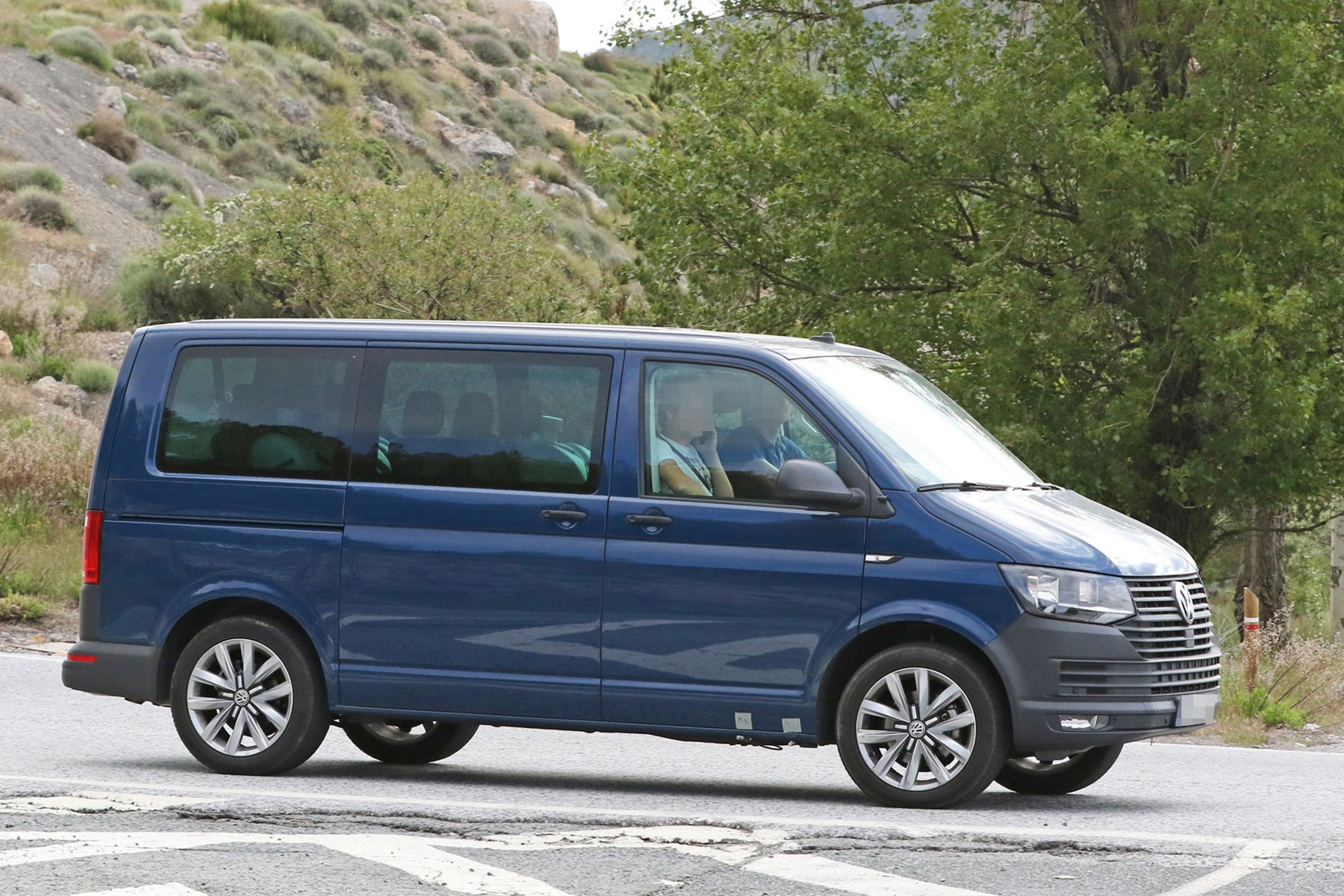 Vw Transporter T6 2019 Facelift First Spy Photos Of Update For