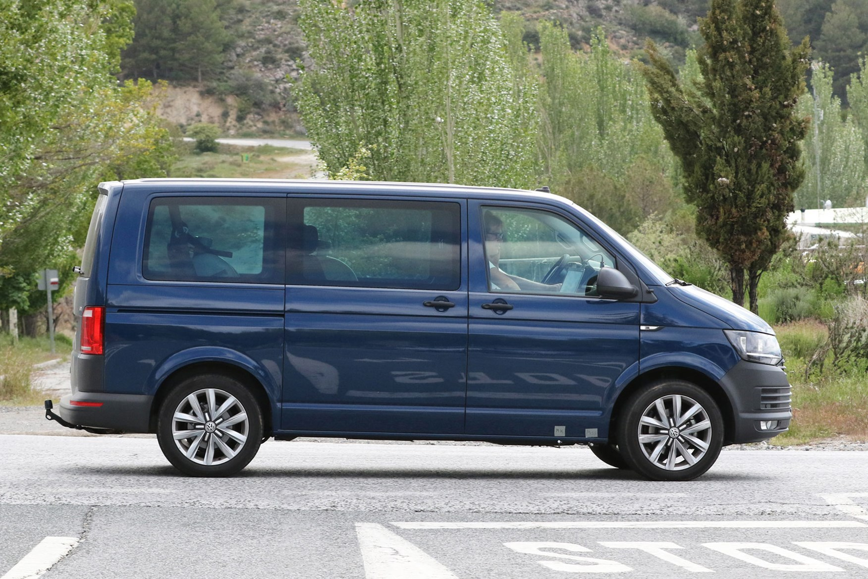 Vw Transporter 2019 Facelift Latest Spy Shots And Info About