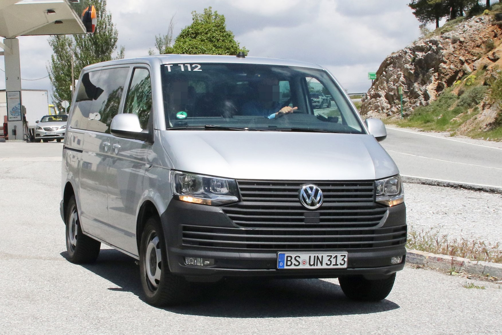 vw transporter 2019 facelift latest spy shots and info. Black Bedroom Furniture Sets. Home Design Ideas