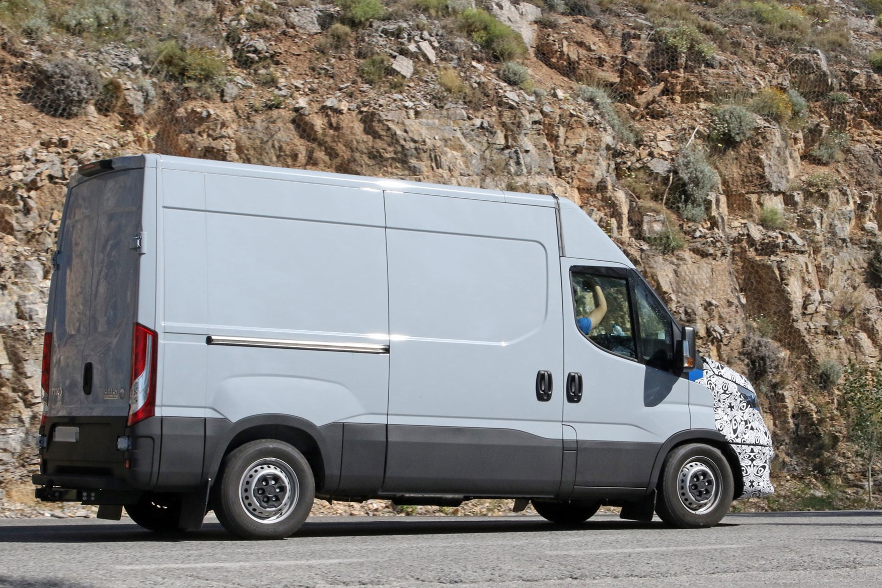 Iveco Daily Set To Receive Facelift First Spy Shots Reveal Updates