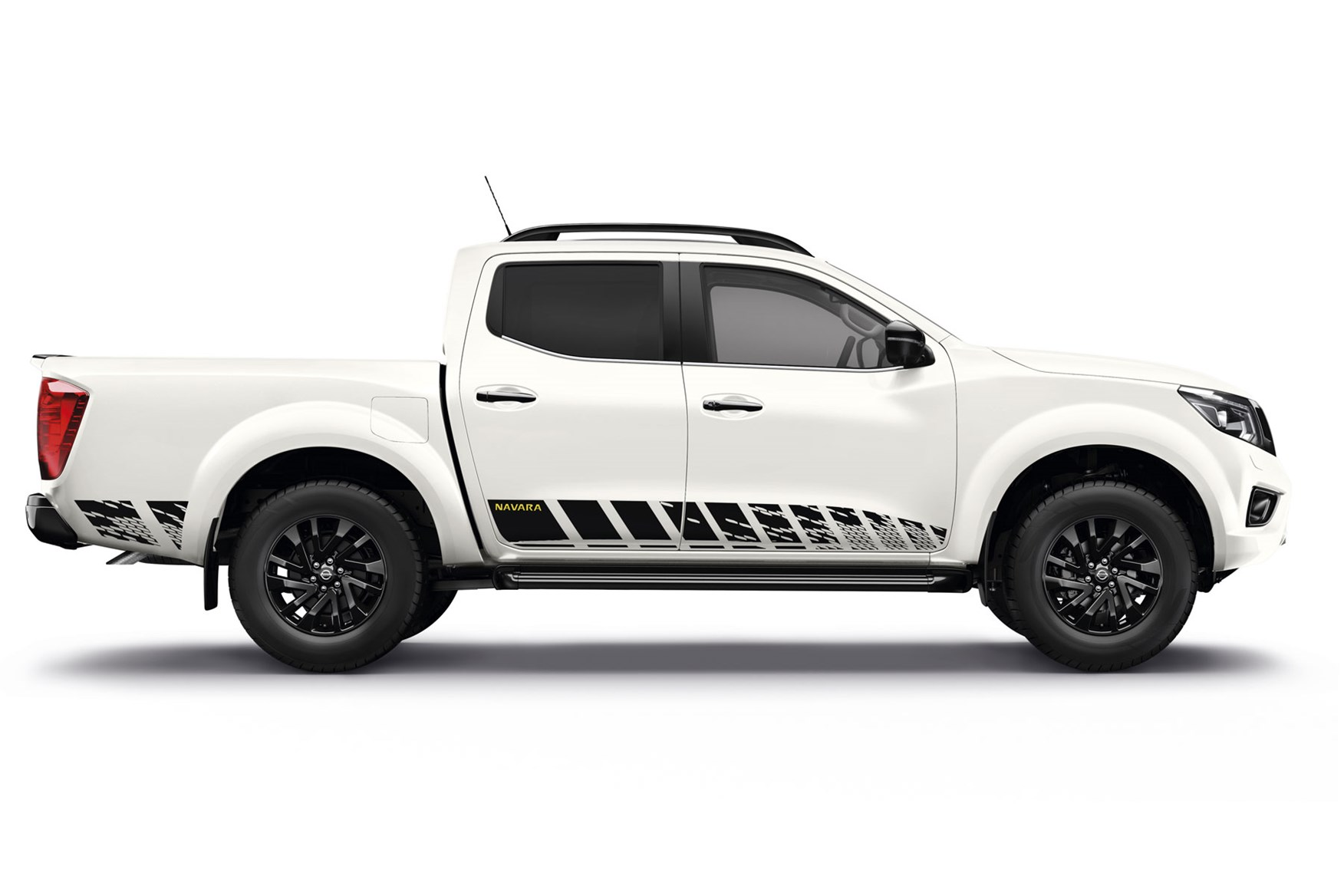 nissan navara  guard special edition pickup    iaa commercial vehicles show parkers