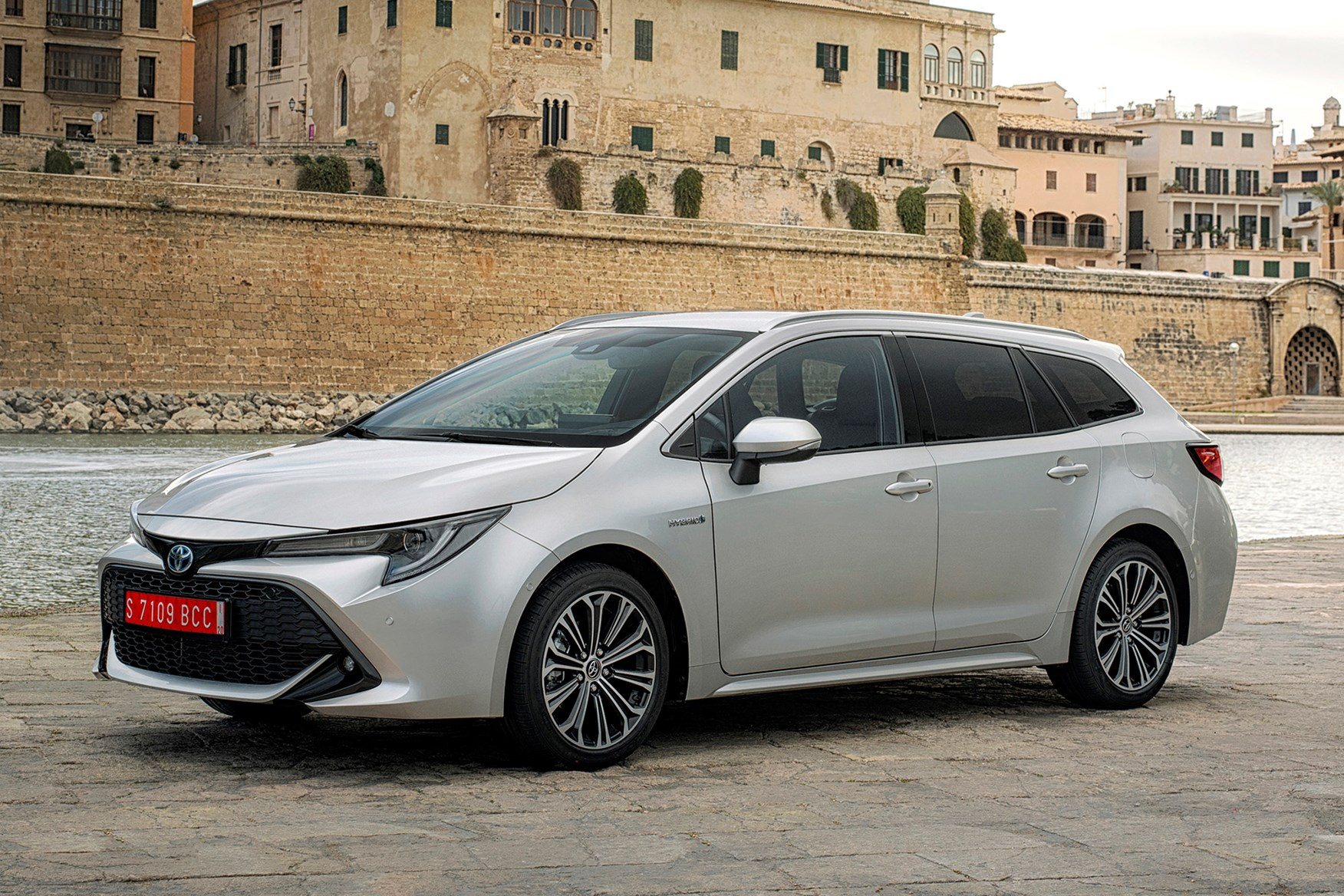 toyota corolla touring sports review  2020