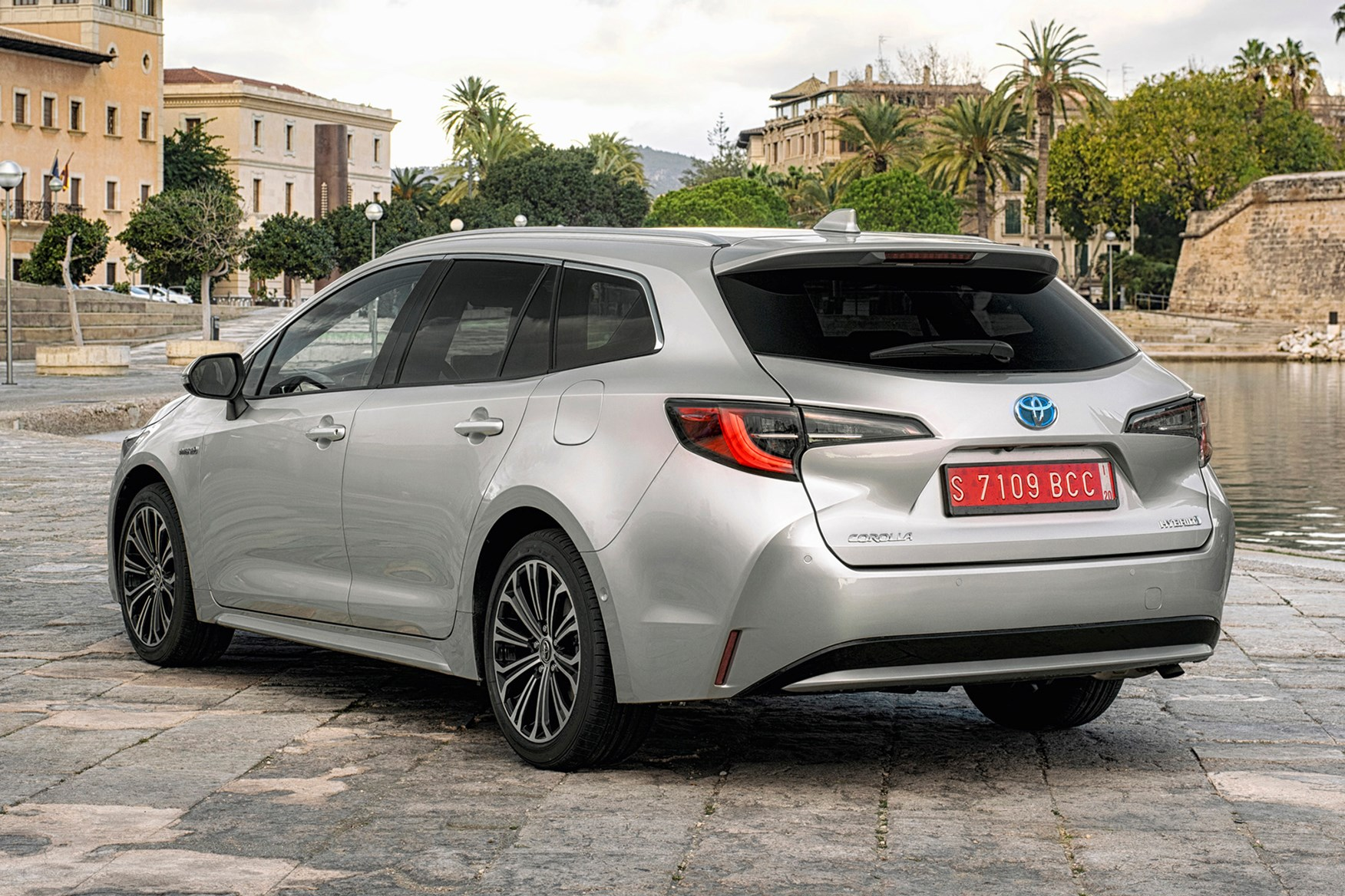 Toyota Corolla Touring Sports Review 2019 Parkers