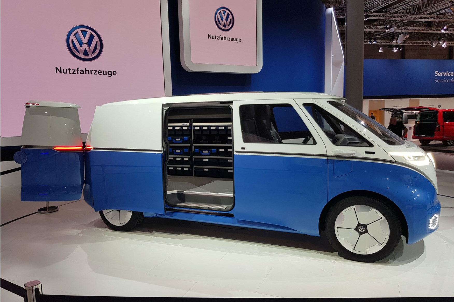 vw id buzz cargo all electric van concept world debut at. Black Bedroom Furniture Sets. Home Design Ideas