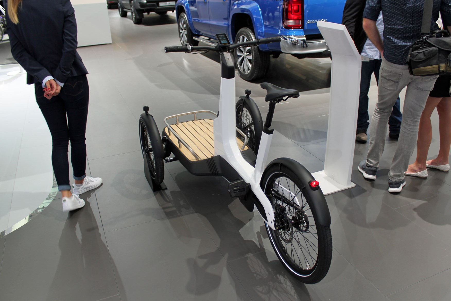 Small Cargo Vans >> VW Cargo e-Bike – the ultimate eco-friendly last-mile delivery solution? | Parkers