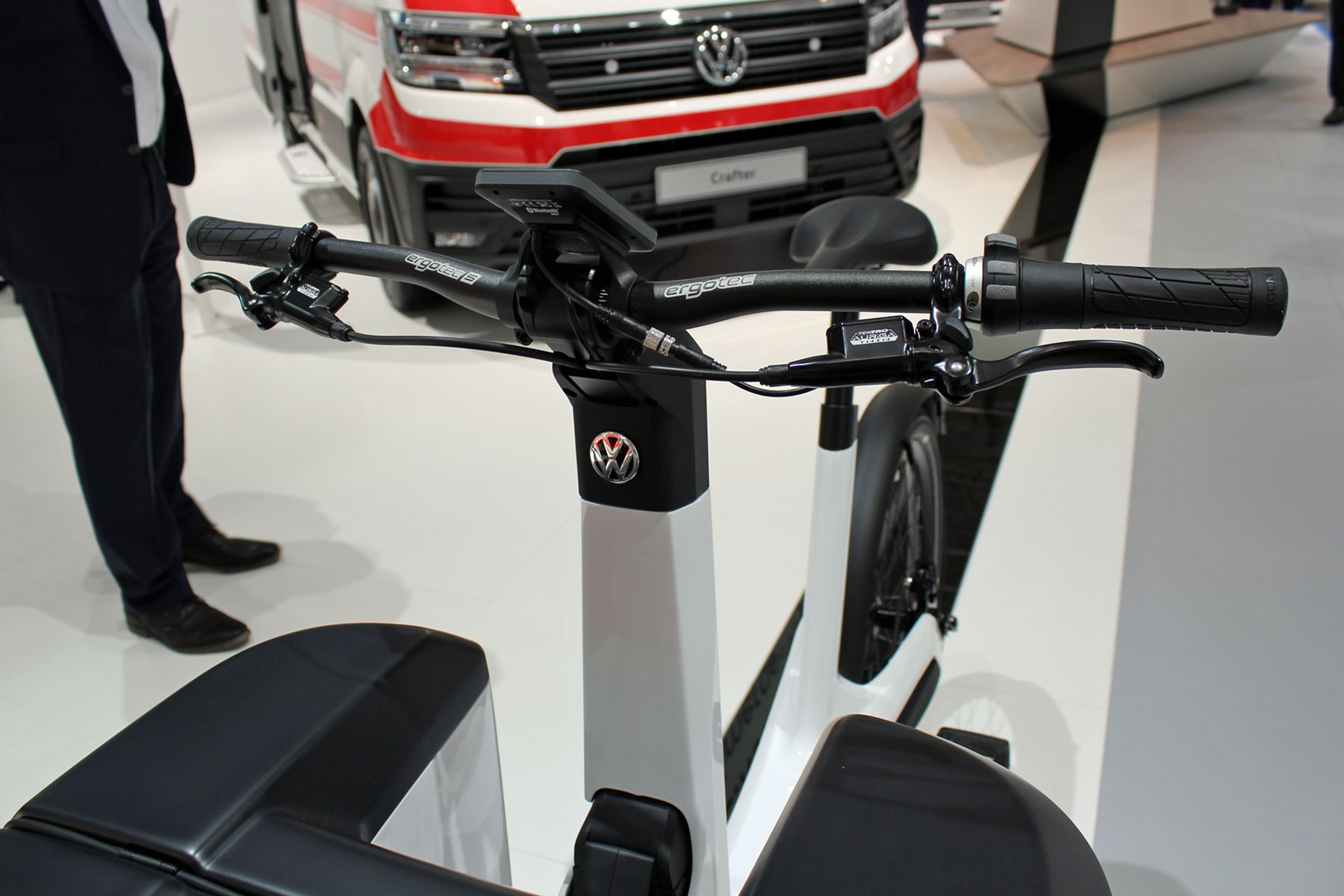 e9b254be5c6 ... VW Cargo e-Bike at the IAA 2018 - Volkswagen badge and handle bars ...