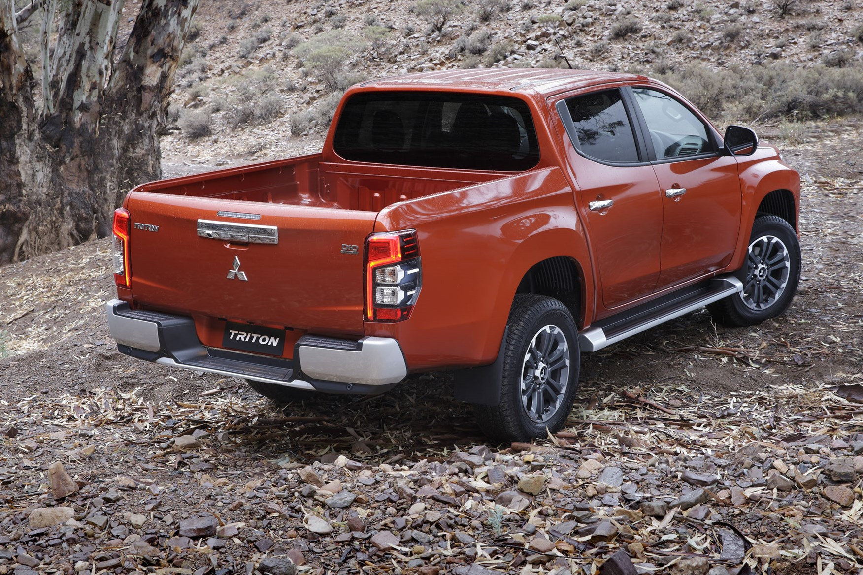 new 2019 mitsubishi l200 pickup truck review first test of facelifted model parkers. Black Bedroom Furniture Sets. Home Design Ideas