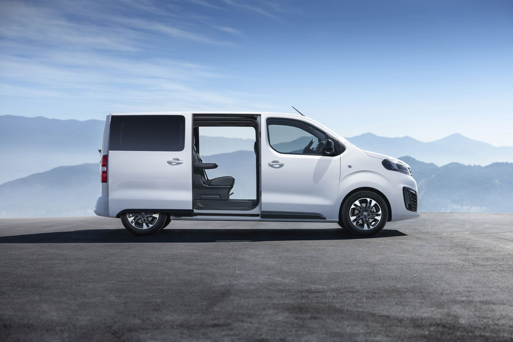 b98eb22828 ... All-new Vauxhall Vivaro on-sale in 2019 - side view