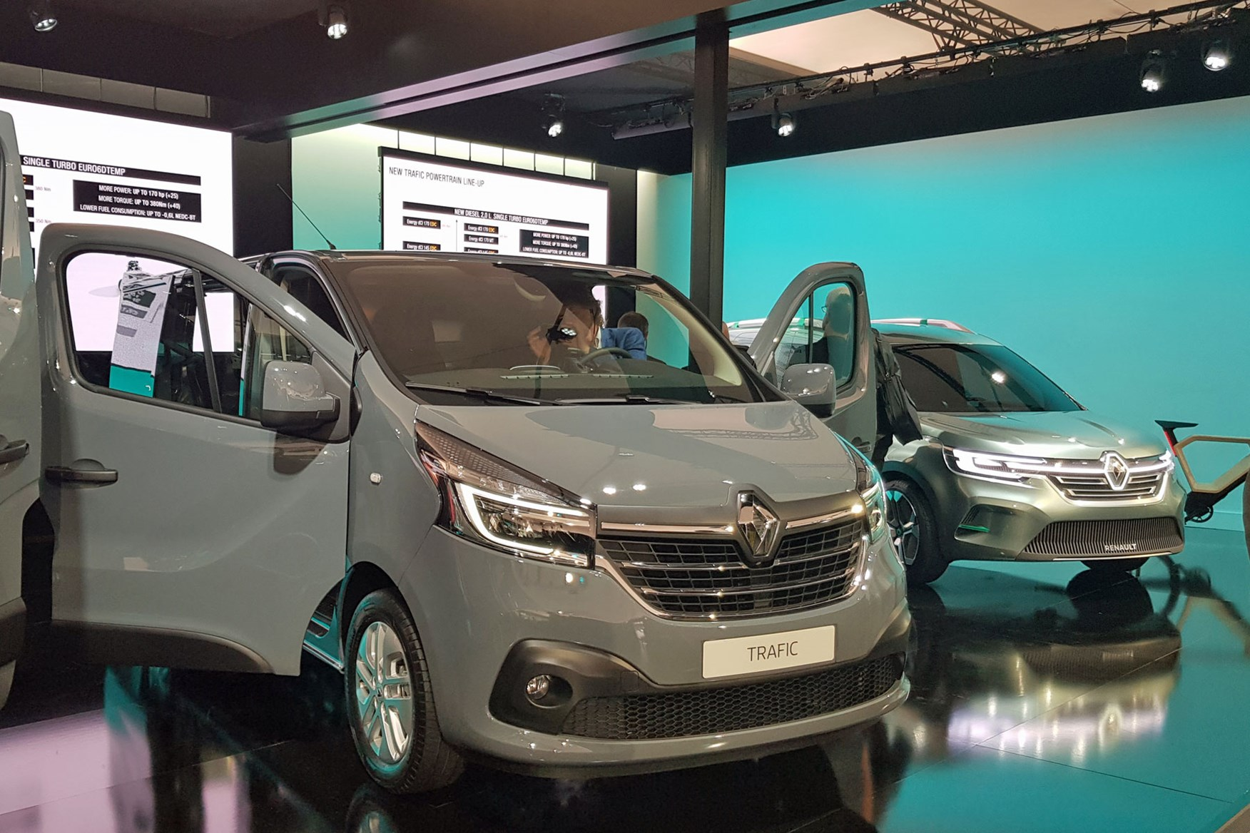 renault trafic  facelift  engine upgrade info including pricing parkers