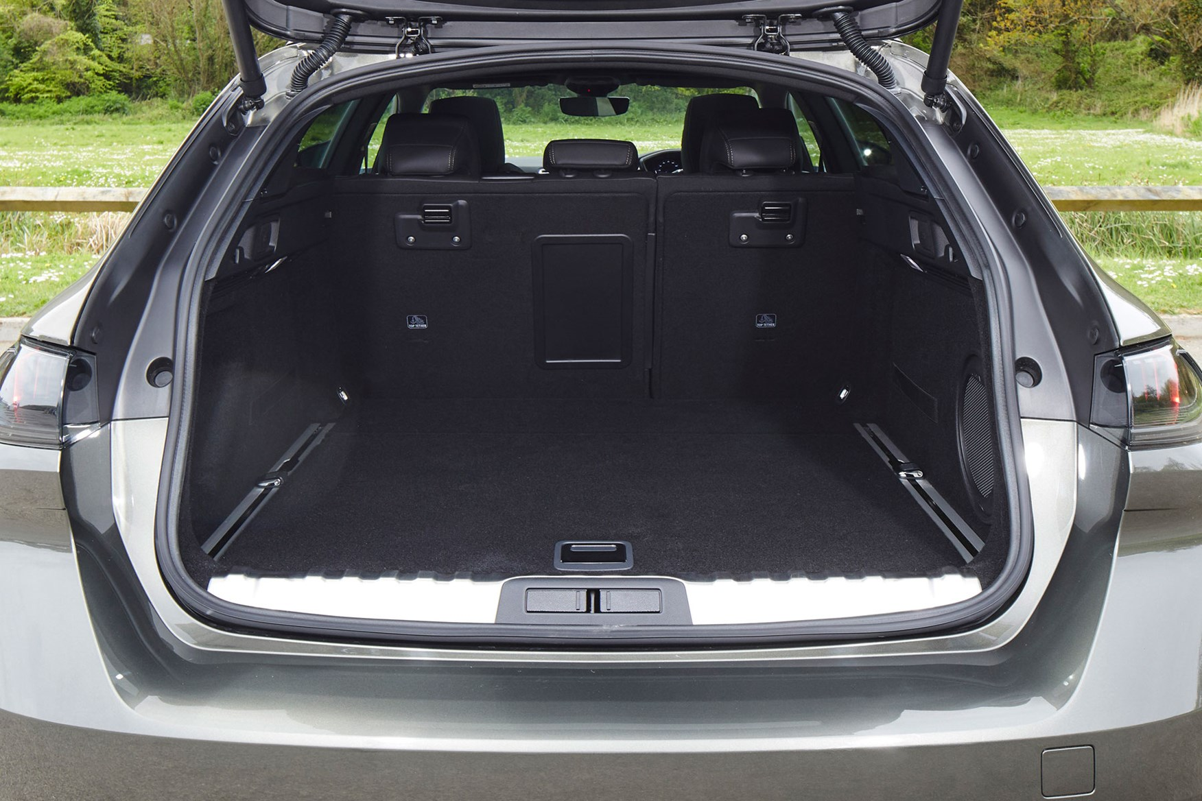 Peugeot 508 Sw 2019 Practicality Amp Boot Space Parkers